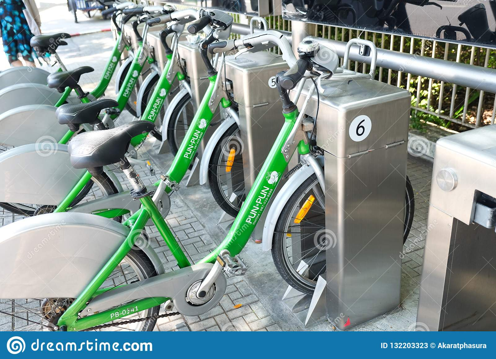 Bangkok, Thailand - 4 Oct 2018: PunPun, Openbaar fiets-Delend systeem in de stad van Bangkok