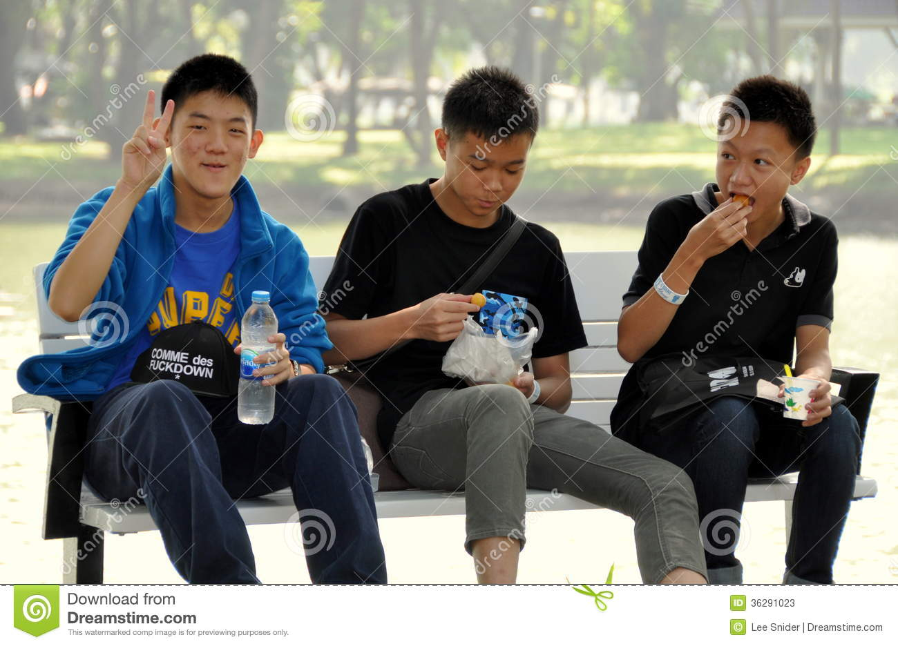 ... Teenagers In Lumphini Park Editorial Stock Photo - Image: 36291023
