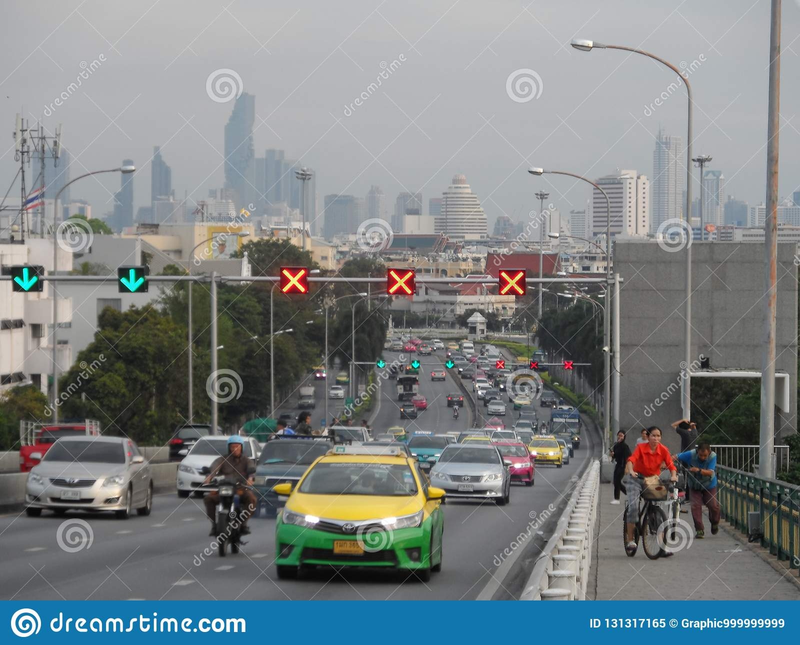 Bangkok vollzieht seine Wurzeln zu einer kleinen Handelsstation während des Ayutthaya-Königreiches im 15. Jahrhundert nach, das s