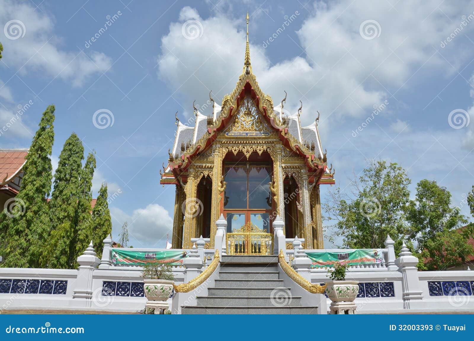 Bangpai temple nontaburi thailand stock photos image for Wat architecture