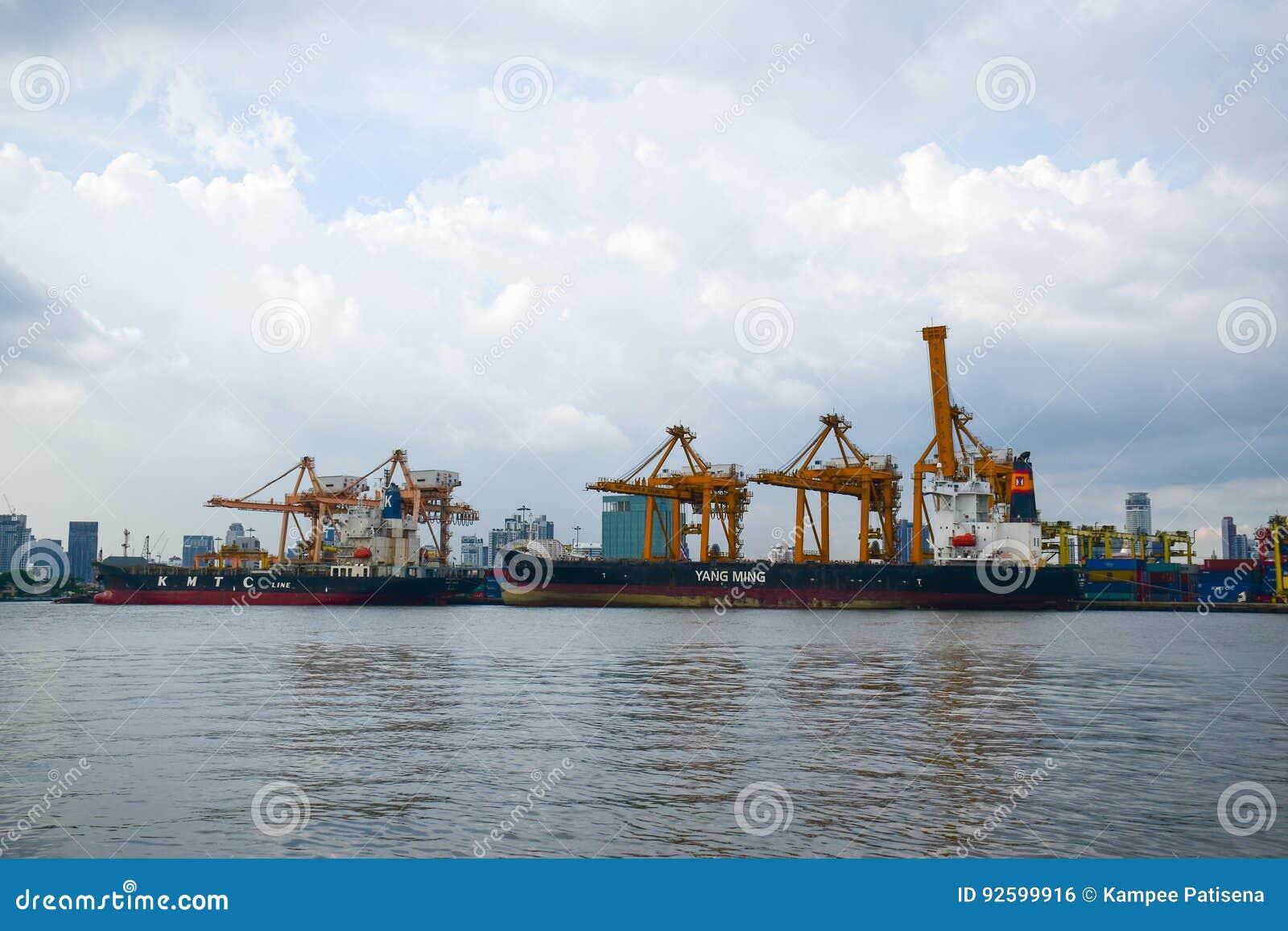 Banguecoque, Tailândia - 11 de maio de 2017: Autoridade portuária de Banguecoque de Tha