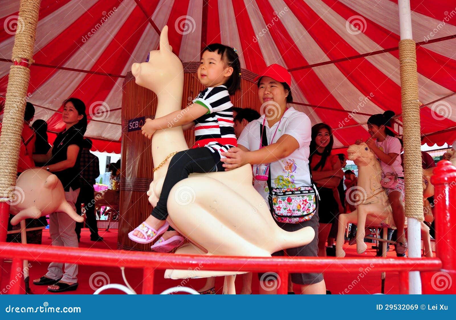 Banguecoque, TH: Menina no carrossel