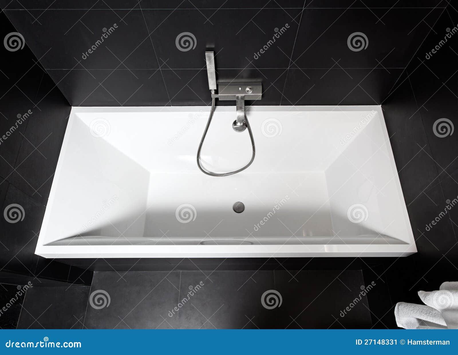 Banheira Do Quadrado Branco Imagem de Stock  Imagem 27148331 -> Banheiro Quadrado Banheira
