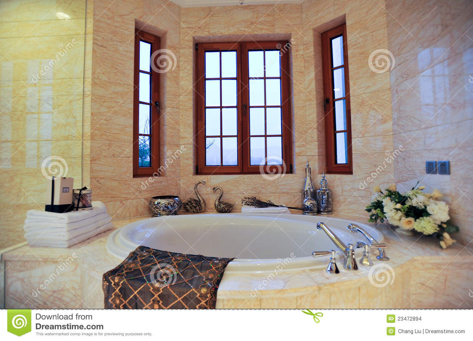 Banheira Redonda Imagens de Stock Imagem: 23472894 #67362E 1300x955 Banheiro Com Banheira Redonda