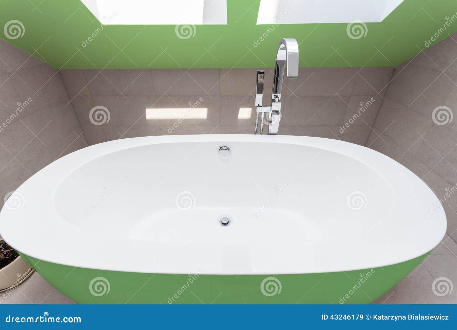Banheira Verde No Banheiro Foto de Stock Imagem: 43246179 #82A328 1300x957 Banheira Para Banheiro Usada