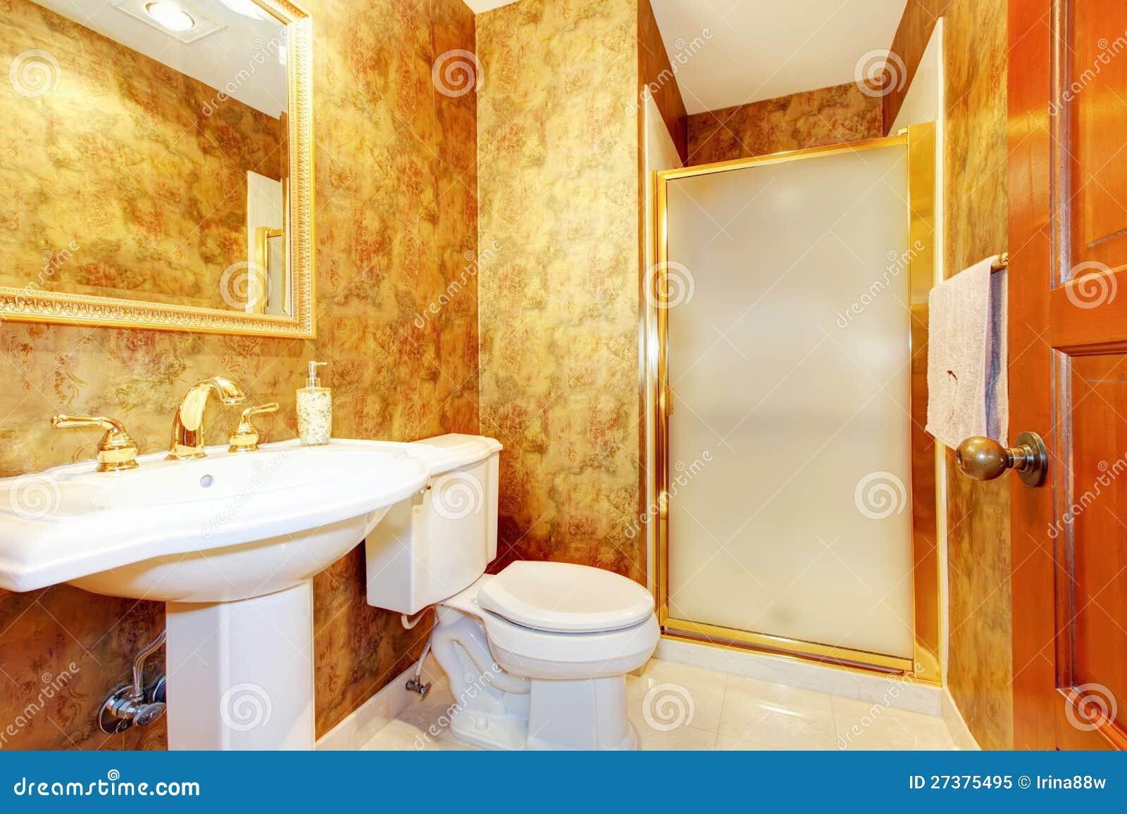 Banheiro Antigo Dourado Com Branco Foto de Stock Royalty Free Imagem  #C04808 1300x957 Acessorios Para Banheiro Dourado