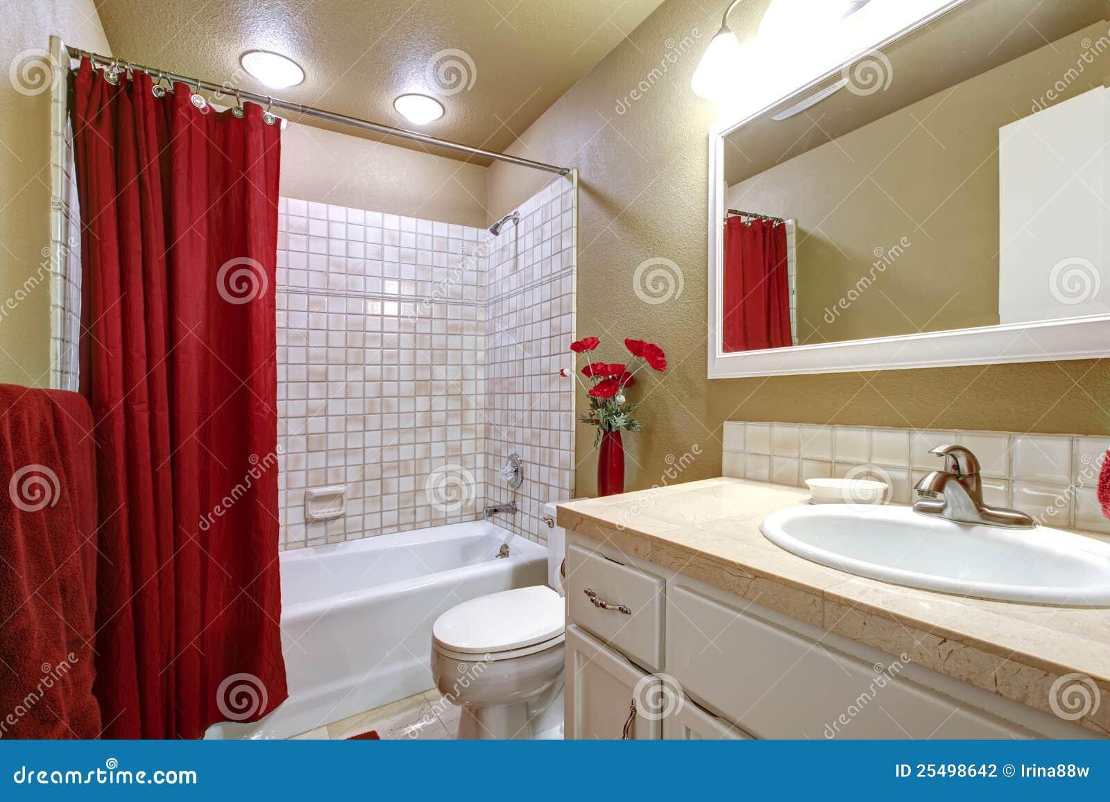 Banheiro Bege E Vermelho Elegante Com Cuba E Dissipador. Fotografia de  #430808 1300x957 Banheiro Branco Bege