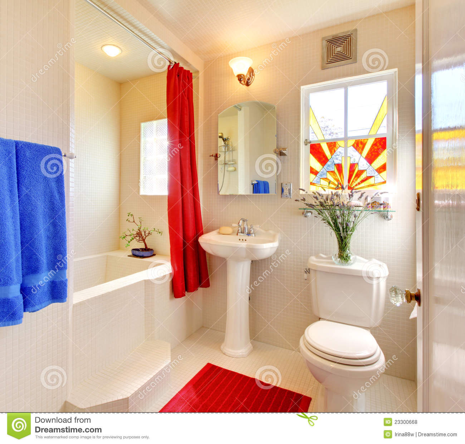 Banheiro Bonito Branco E Vermelho Moderno. Fotos de Stock Royalty Free  #8D0D08 1300x1259 Banheiro Branco Com Detalhe Vermelho