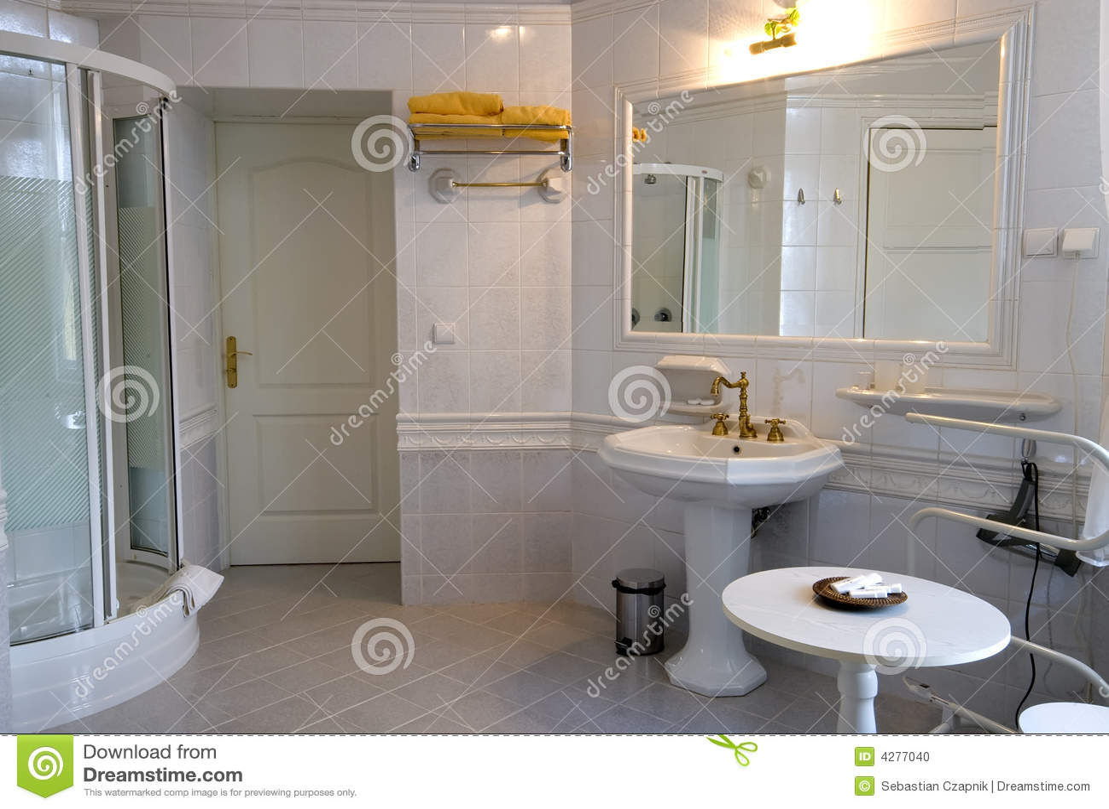 Banheiro Branco Foto de Stock Imagem: 4277040 #A97822 1300x965 Banheiro Branco Moderno