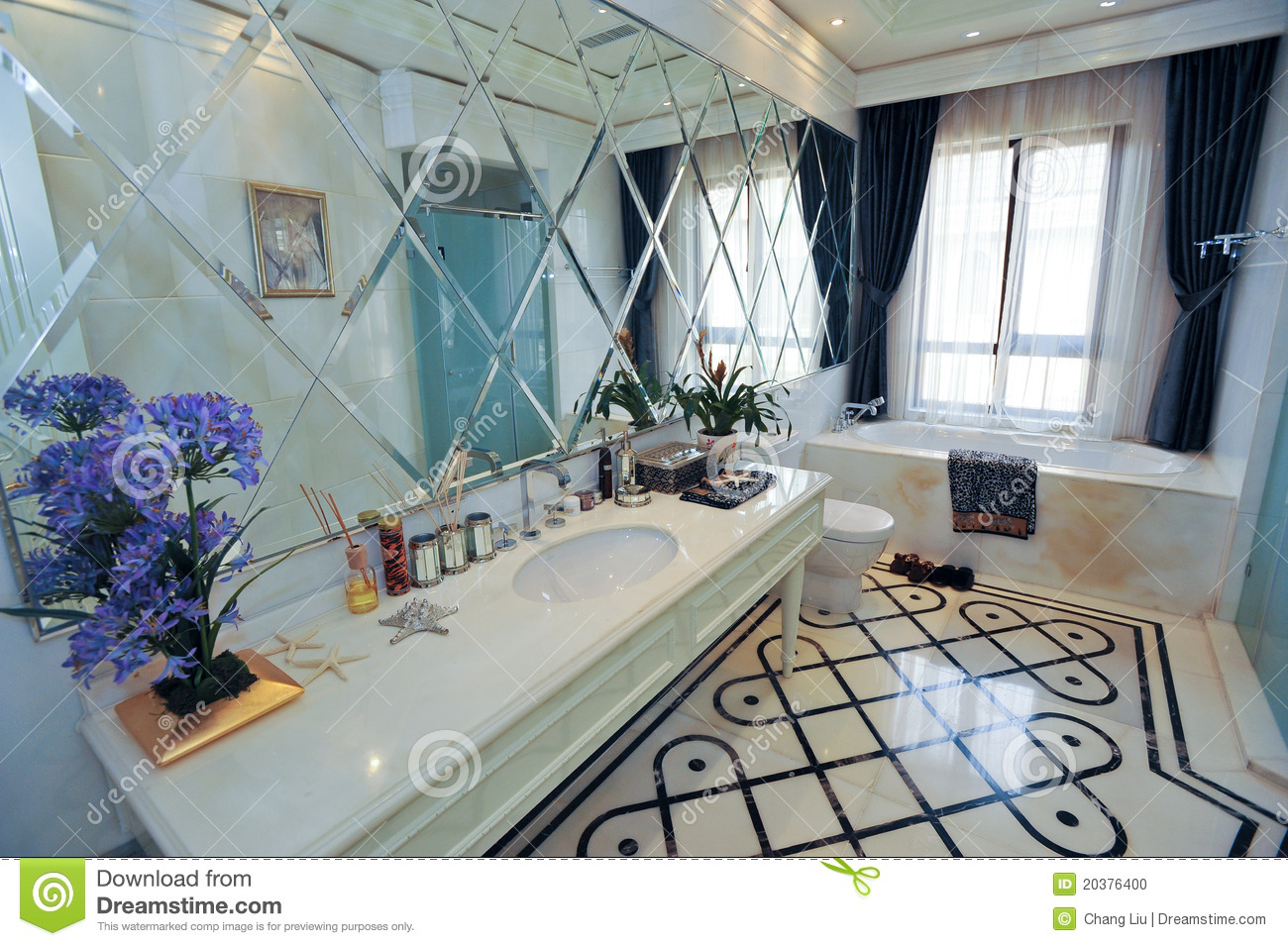 Mirrior branco e azul de bathroom.marble bathtub.blue flower.modern  #39456F 1300 955