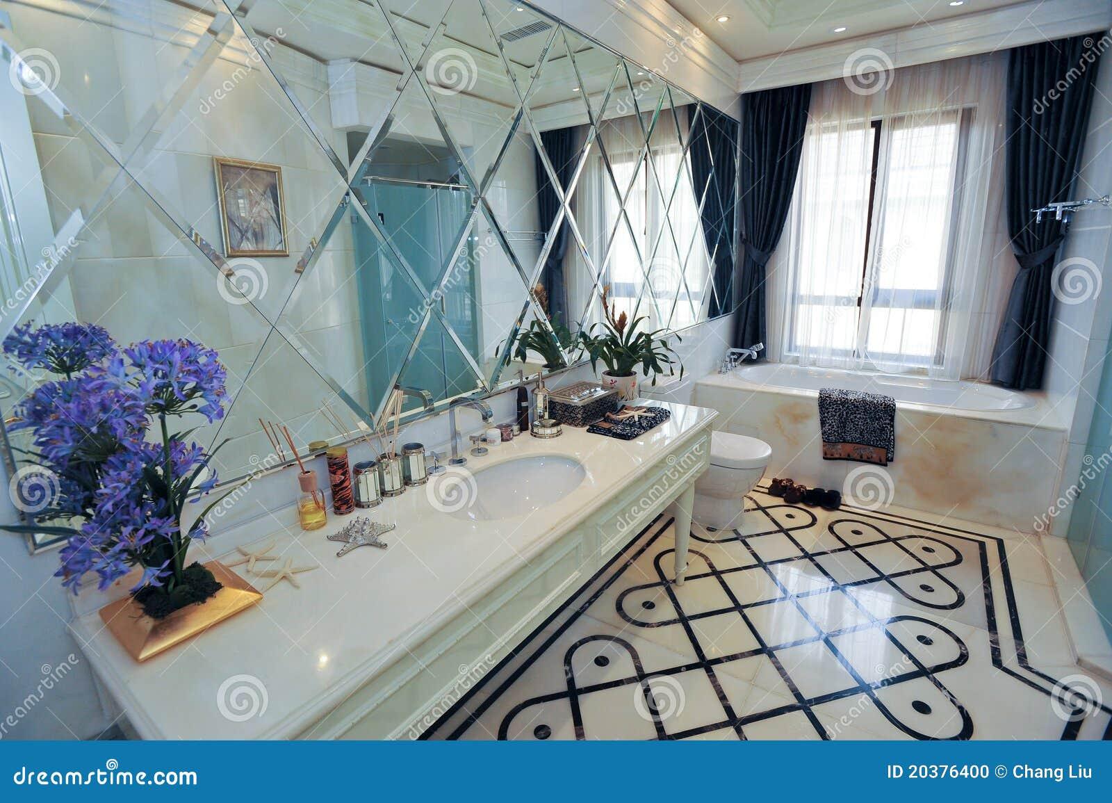 Mirrior branco e azul de bathroom.marble bathtub.blue flower.modern  #39456F 1300x955 Banheiro Azul E Branco
