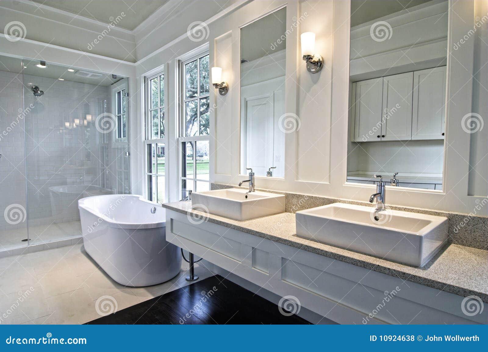 Banheiro Branco Moderno Fotos de Stock Royalty Free Imagem: 10924638 #7B6A50 1300x956 Banheiro Branco Moderno