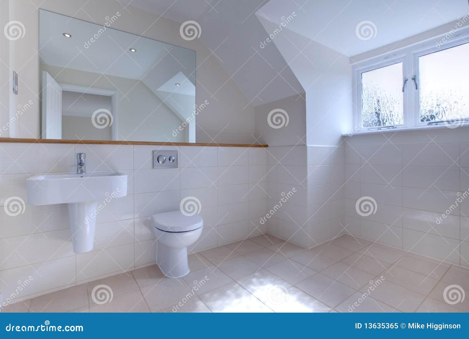 Banheiro Chique Minimalista Foto de Stock Royalty Free  Imagem 13635365 -> Banheiros Simples E Chique
