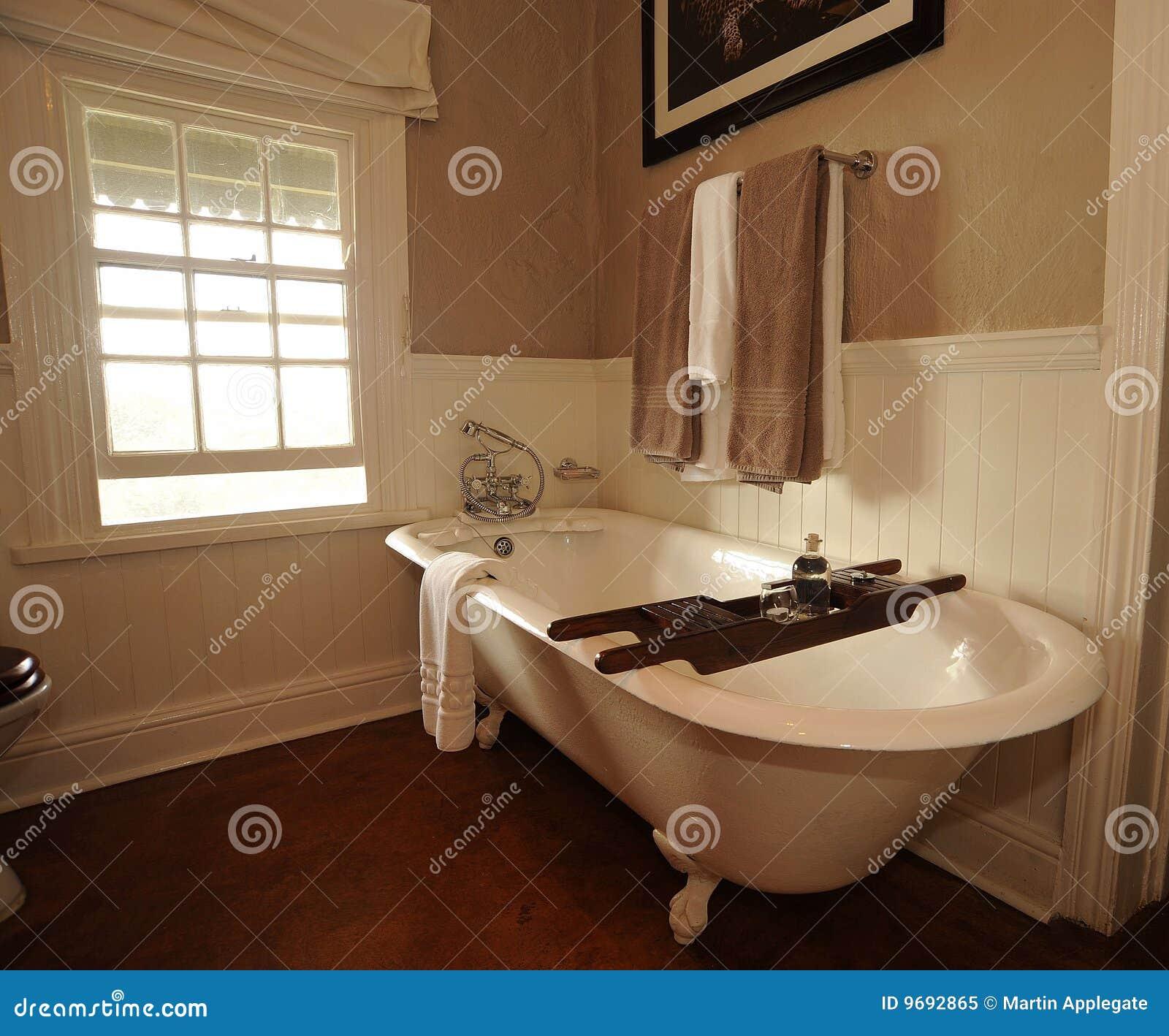 Banheiro Com Banheira Foto de Stock Royalty Free Imagem: 9692865 #86AC1F 1300x1169 Banheiro Com Banheira E Chuveiro Juntos