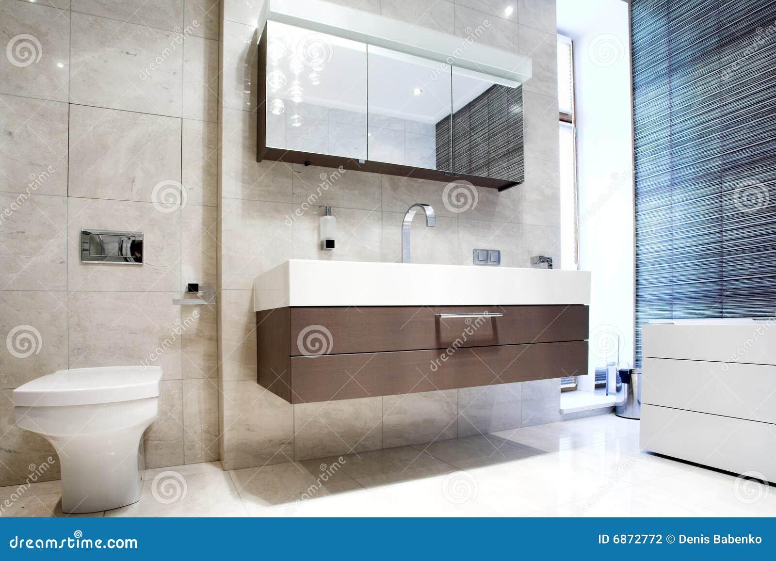 Banheiro Com Espelho E Bandeja Fotografia de Stock Imagem: 6872772 #3E6C8D 1300x957 Armario Banheiro Ponto Frio