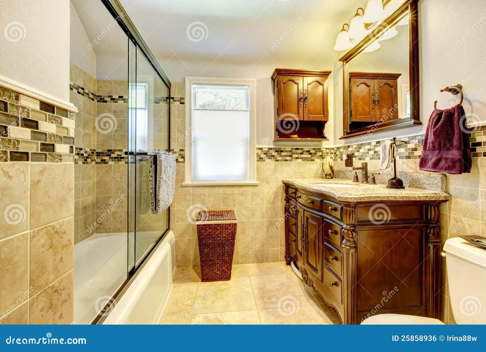 Banheiro Com O Gabinete Natural Da Pedra E Da Madeira. Imagem de Stock  #3B160A 1300x957 Banheiro Com Gabinete De Madeira