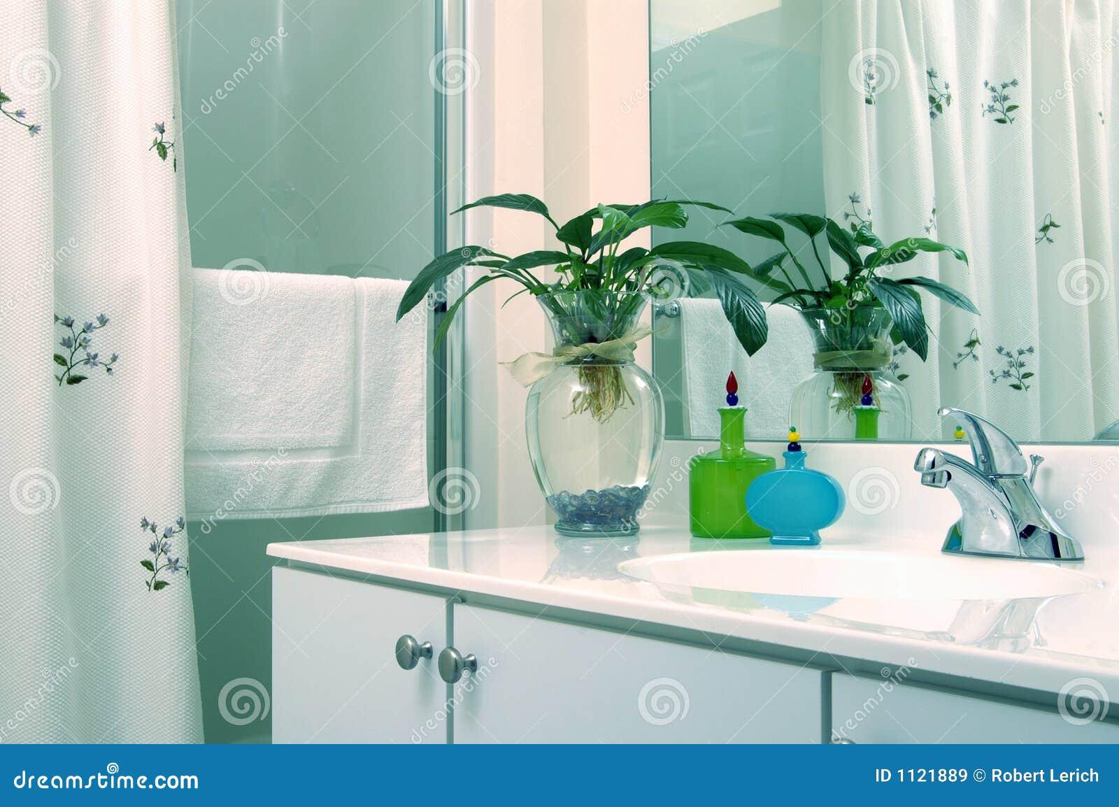 Banheiro Com Planta Imagens de Stock Royalty Free Imagem: 1121889 #149FB6 1300 954