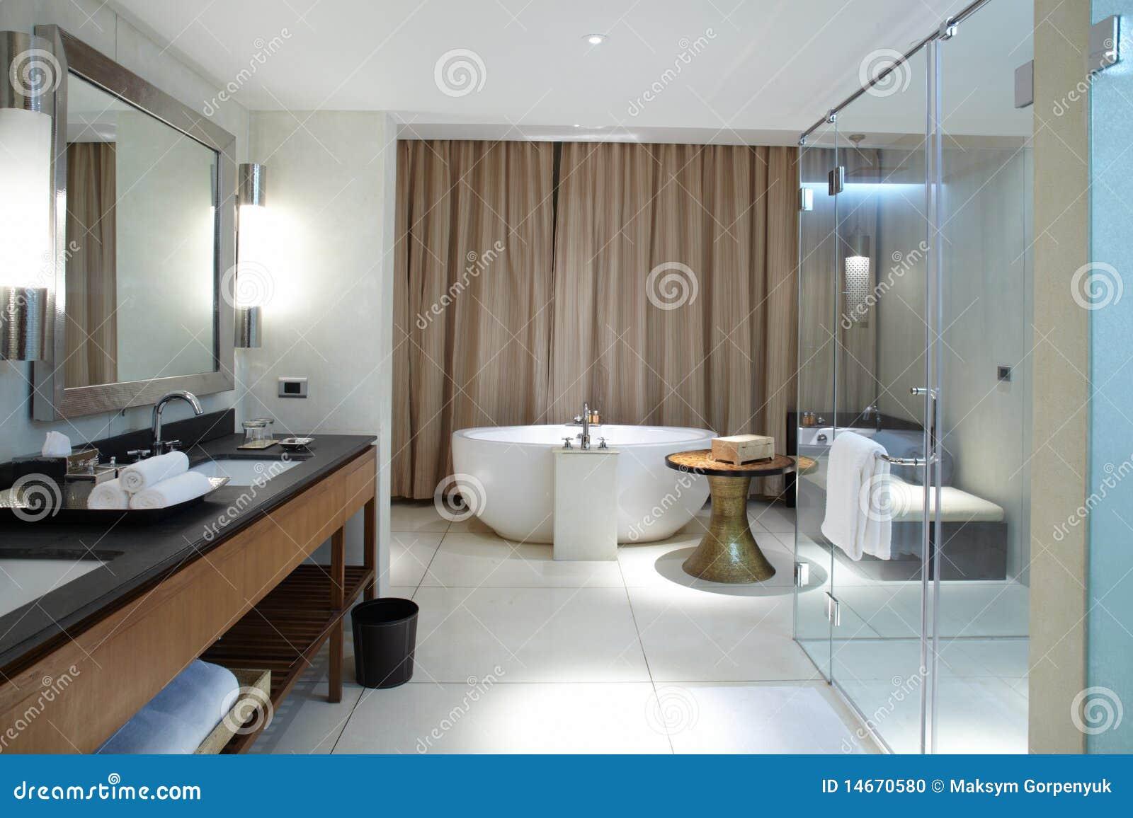 Banheiro confortável moderno