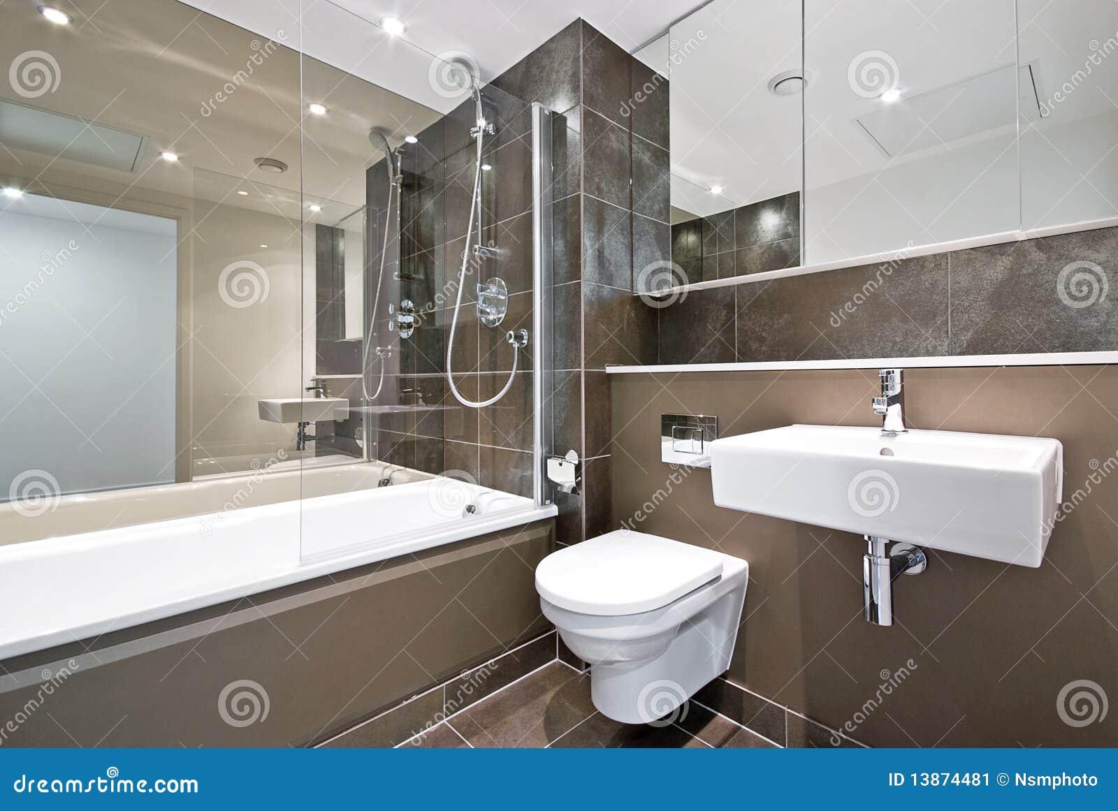 Banheiro Contemporâneo Da Família No Marrom Imagem de Stock Imagem  #82A229 1300 960