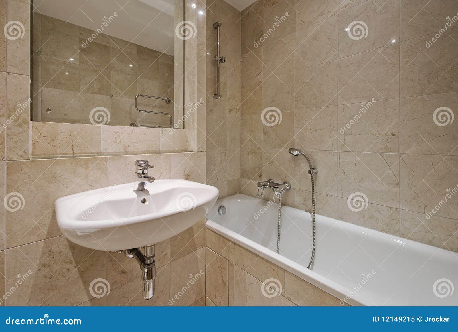 Banheiro luxuoso moderno com as telhas de mármore bege e a série  #84A823 1300x960 Banheiro Com Amarelo