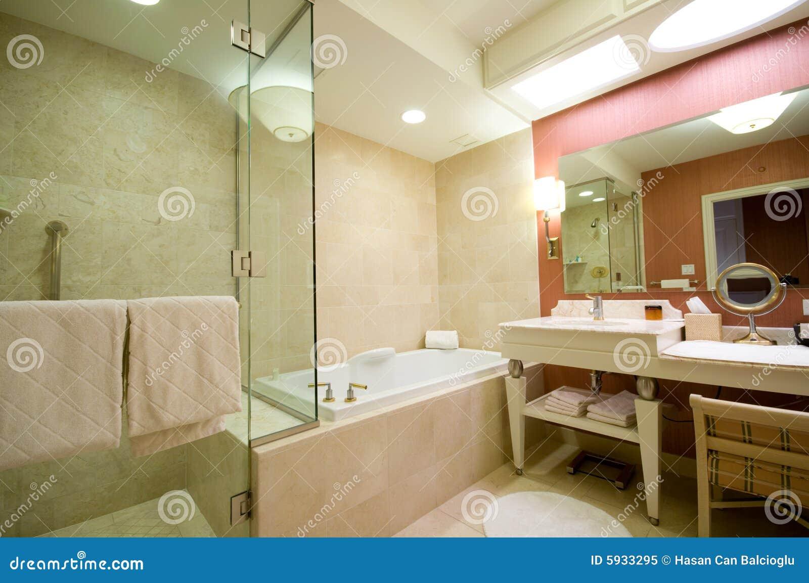 Banheiro Do Hotel De Luxo Foto de Stock Royalty Free  Imagem 5933295 -> Banheiro De Hotel Com Banheira