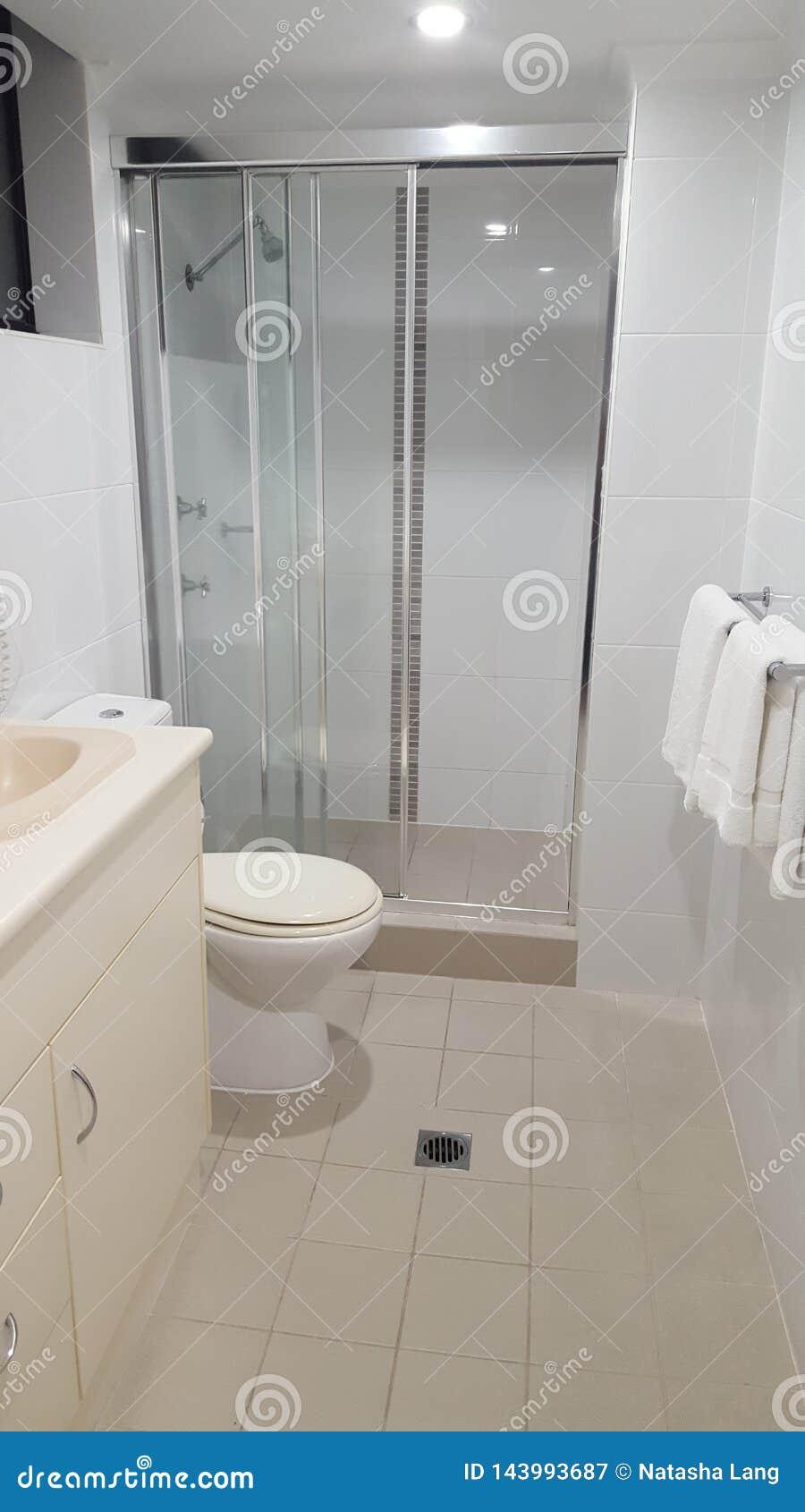 Banheiro fora do quarto principal na casa de praia luxuoso, Coolangatta de Ensuite, Qld