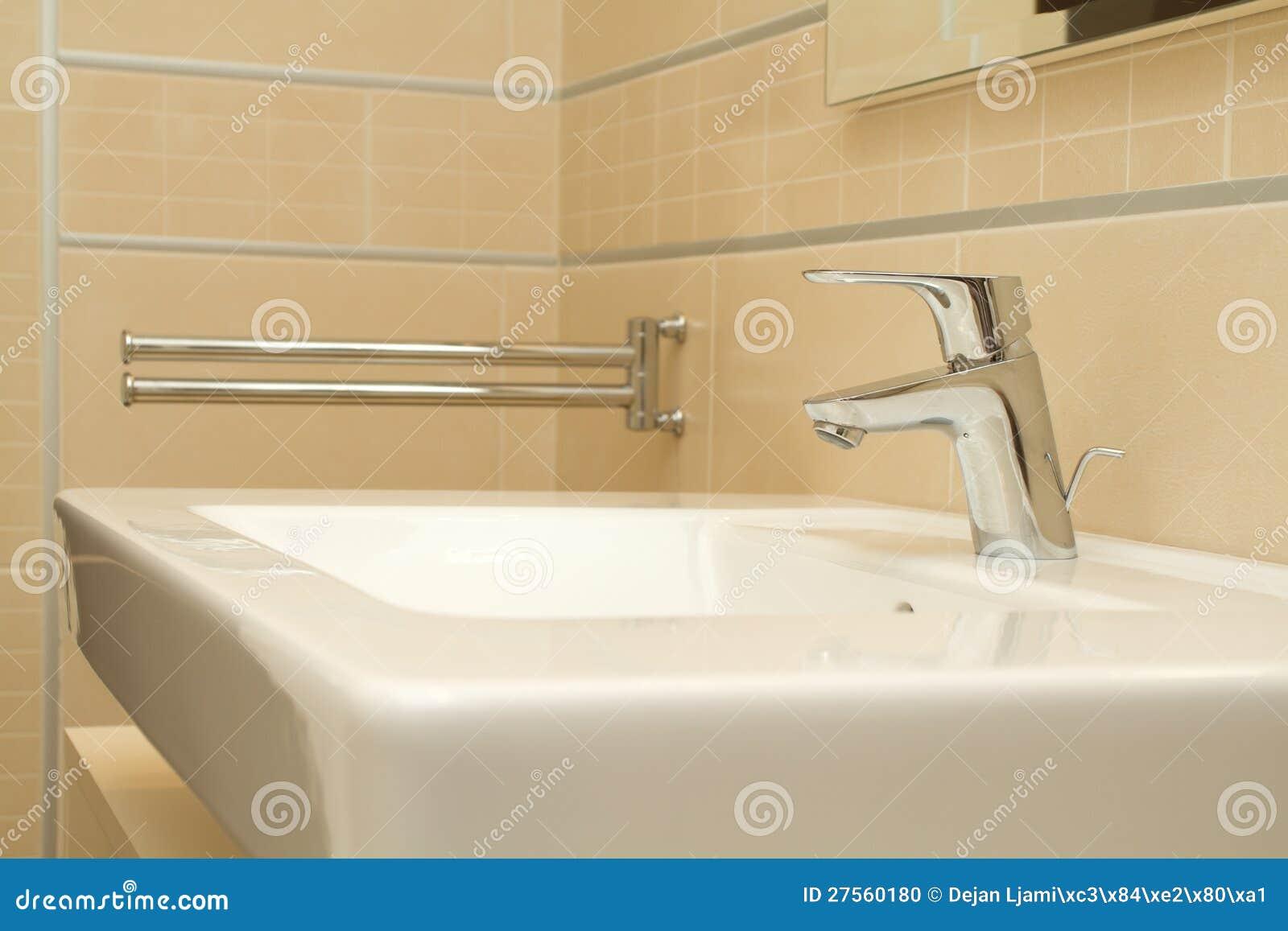 Banheiro Limpo Moderno Foto de Stock Imagem: 27560180 #85A724 1300 957