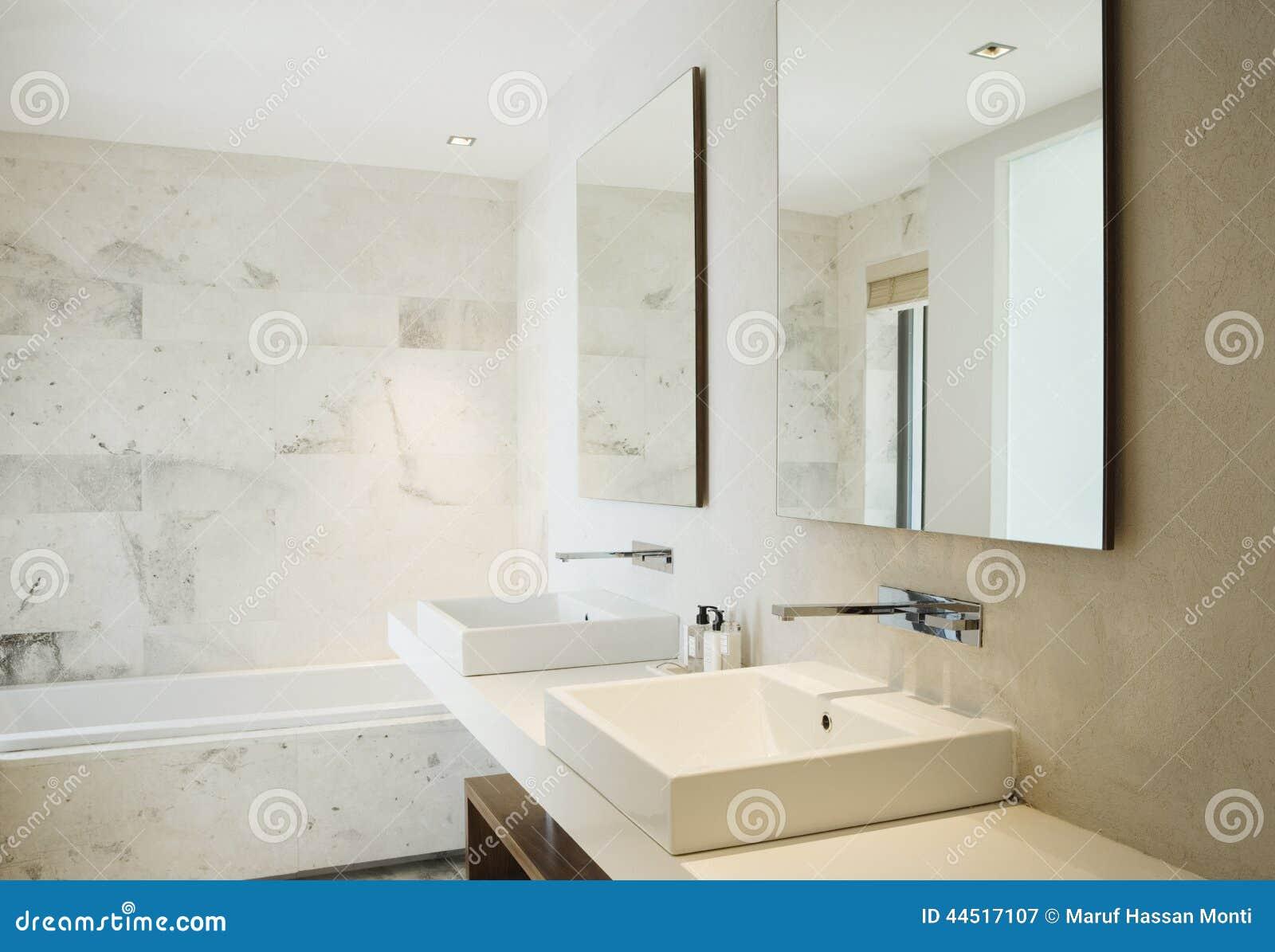 Banheiro Limpo Moderno Foto de Stock  Imagem 44517107 -> Banheiro Feminino Limpo