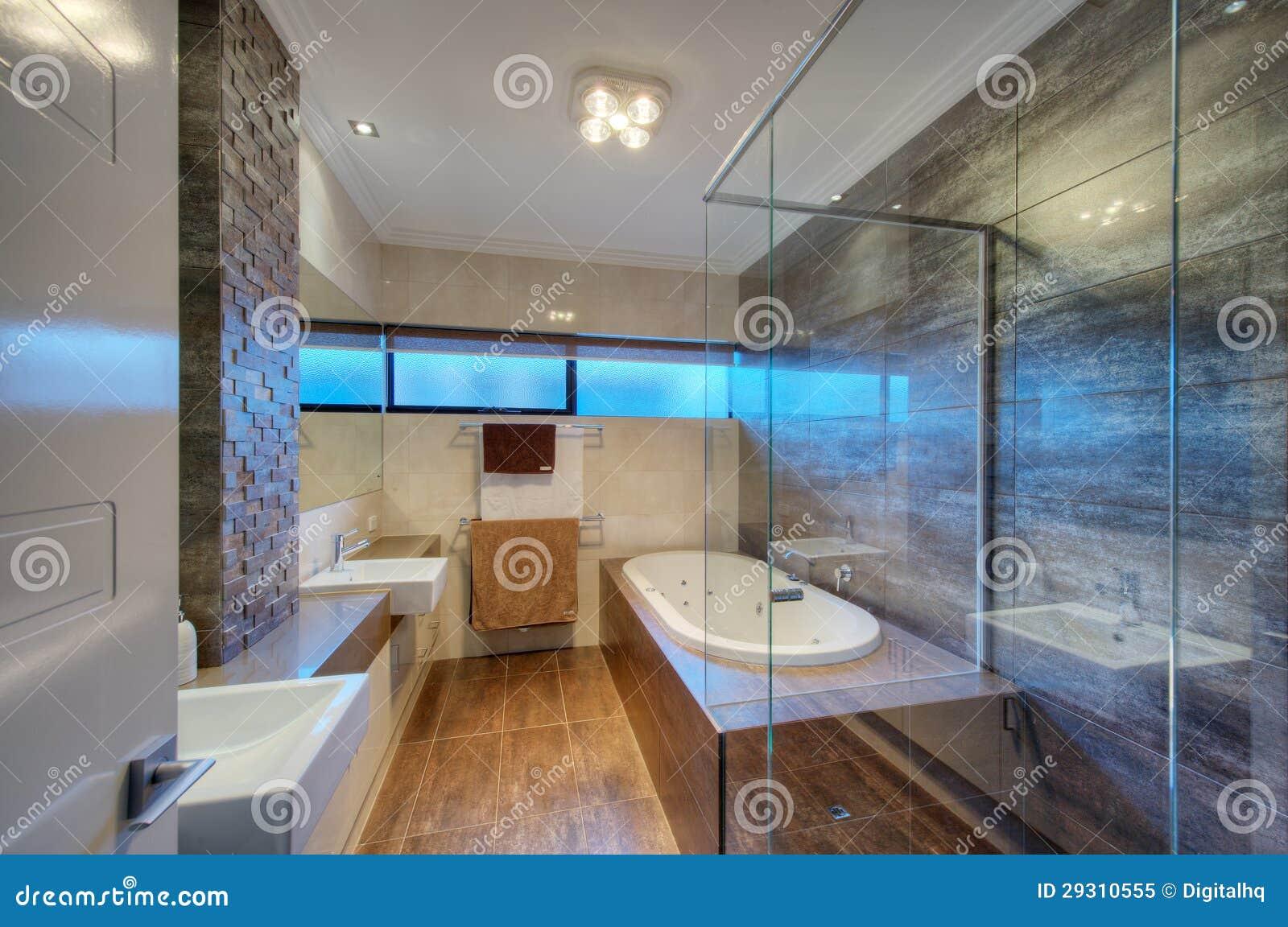 Banheiro luxuoso na home moderna foto de stock royalty for Nettoyant salle de bain maison