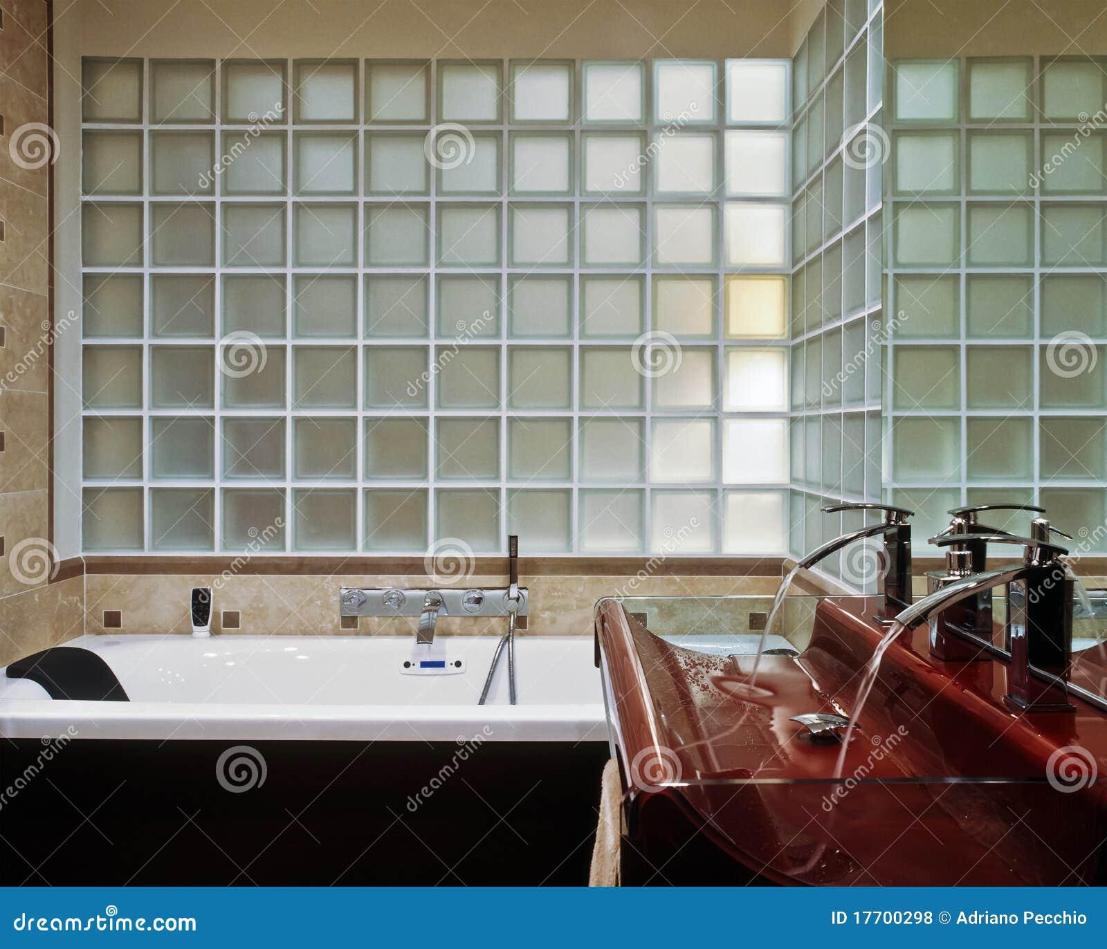 Banheiro Moderno Com Bloco De Vidro Fotos de Stock Royalty Free  #1B0D0C 1300x1131 Banheiro Com Box De Bloco De Vidro