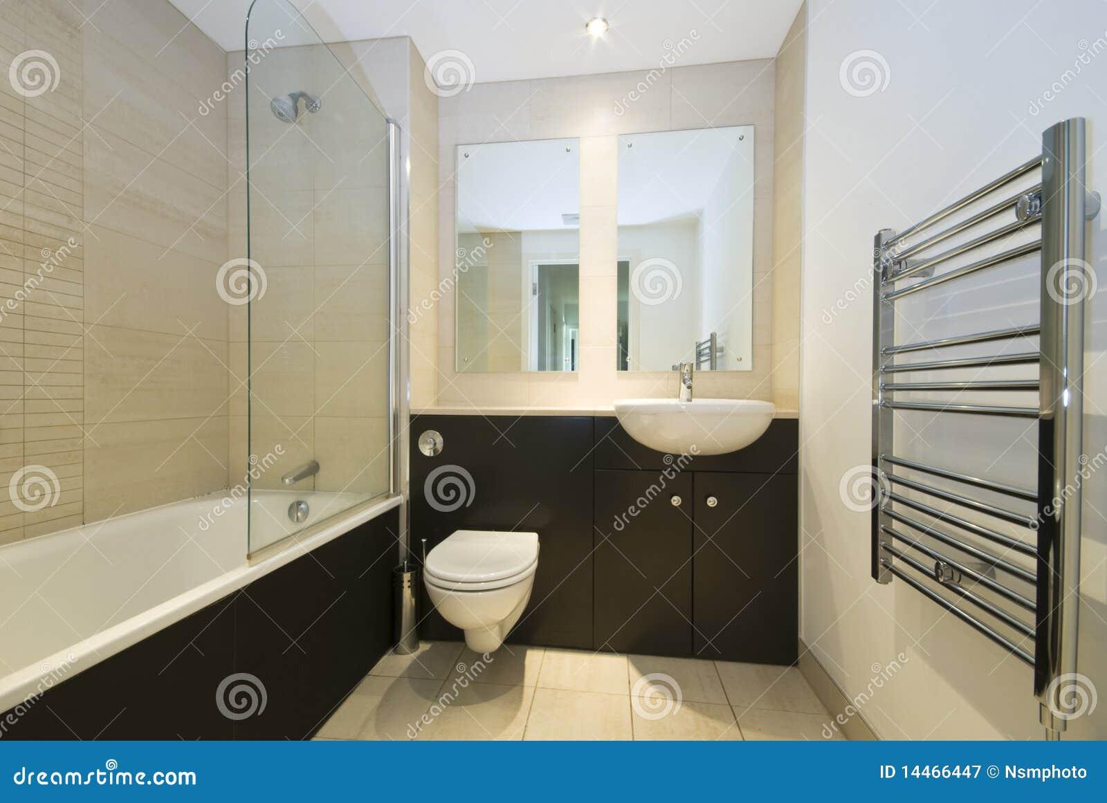 Imagens de #82A229  Stock Royalty Free: Banheiro moderno da família no bege e no marrom 1300x960 px 3638 Banheiros Simples Na Cor Bege