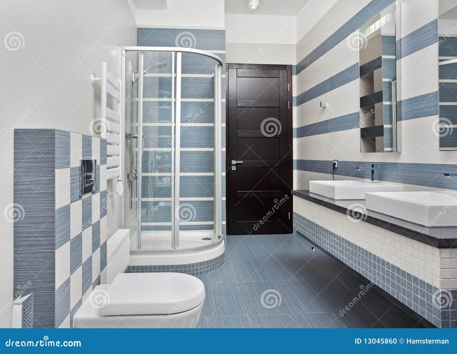 Banheiro Moderno No Azul Com Compartimento Do Chuveiro Foto de Stock  #83A328 1300 1023