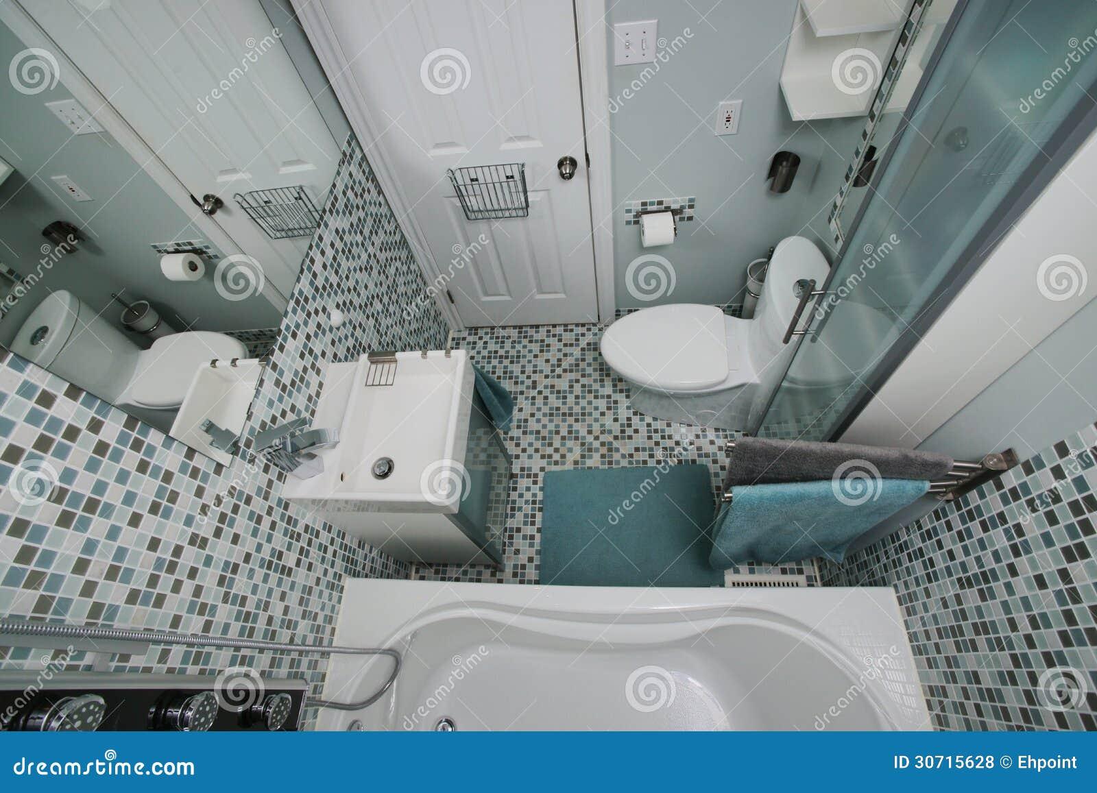 Interior pequeno moderno do banheiro. Telhas de mosaico. Espaço  #6F7952 1300 957