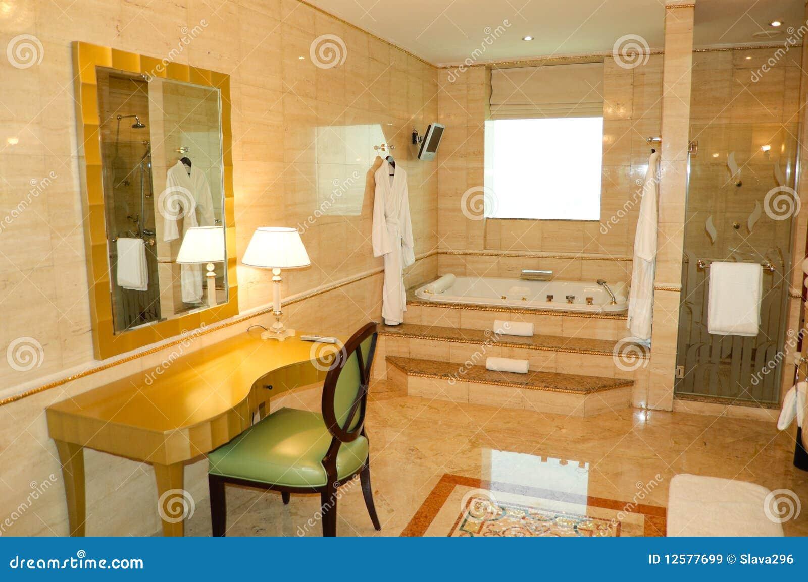 Banheiro No Hotel De Luxo Imagens de Stock Royalty Free Imagem  #C18B0A 1300 954