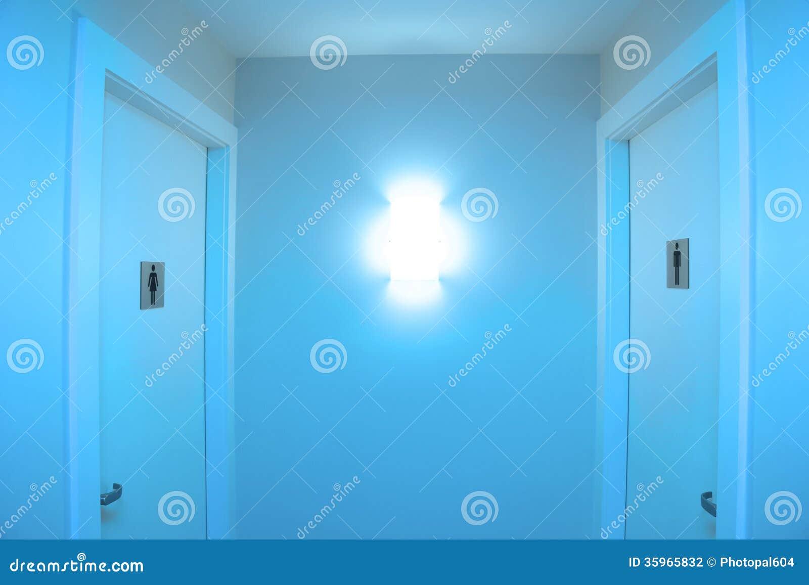 Banheiro Público Fotografia de Stock Imagem: 35965832 #0F81BC 1300 957
