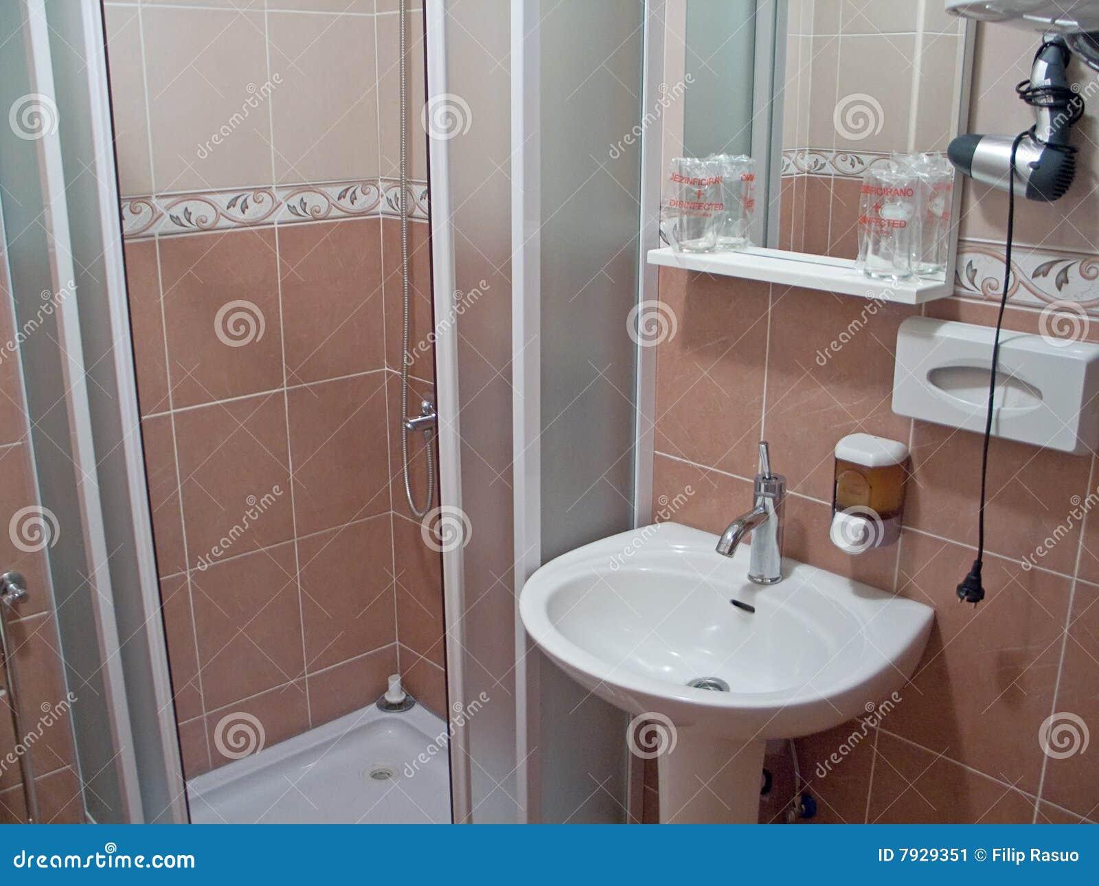 Banheiro Pequeno Imagem de Stock Imagem: 7929351 #6A4B43 1300x1065 Banheiro Com Banheira Pequeno