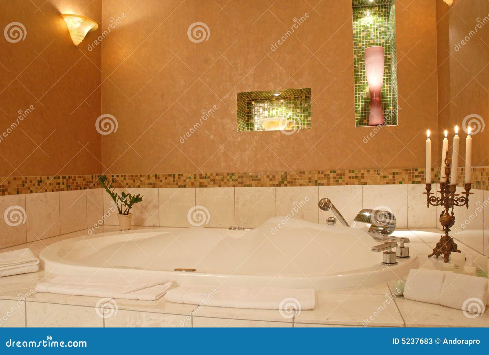Banheiro Romântico Do Hotel De Luxo Fotos de Stock Imagem: 5237683 #8D4811 1300x960 Acessorios Para Banheiro De Luxo