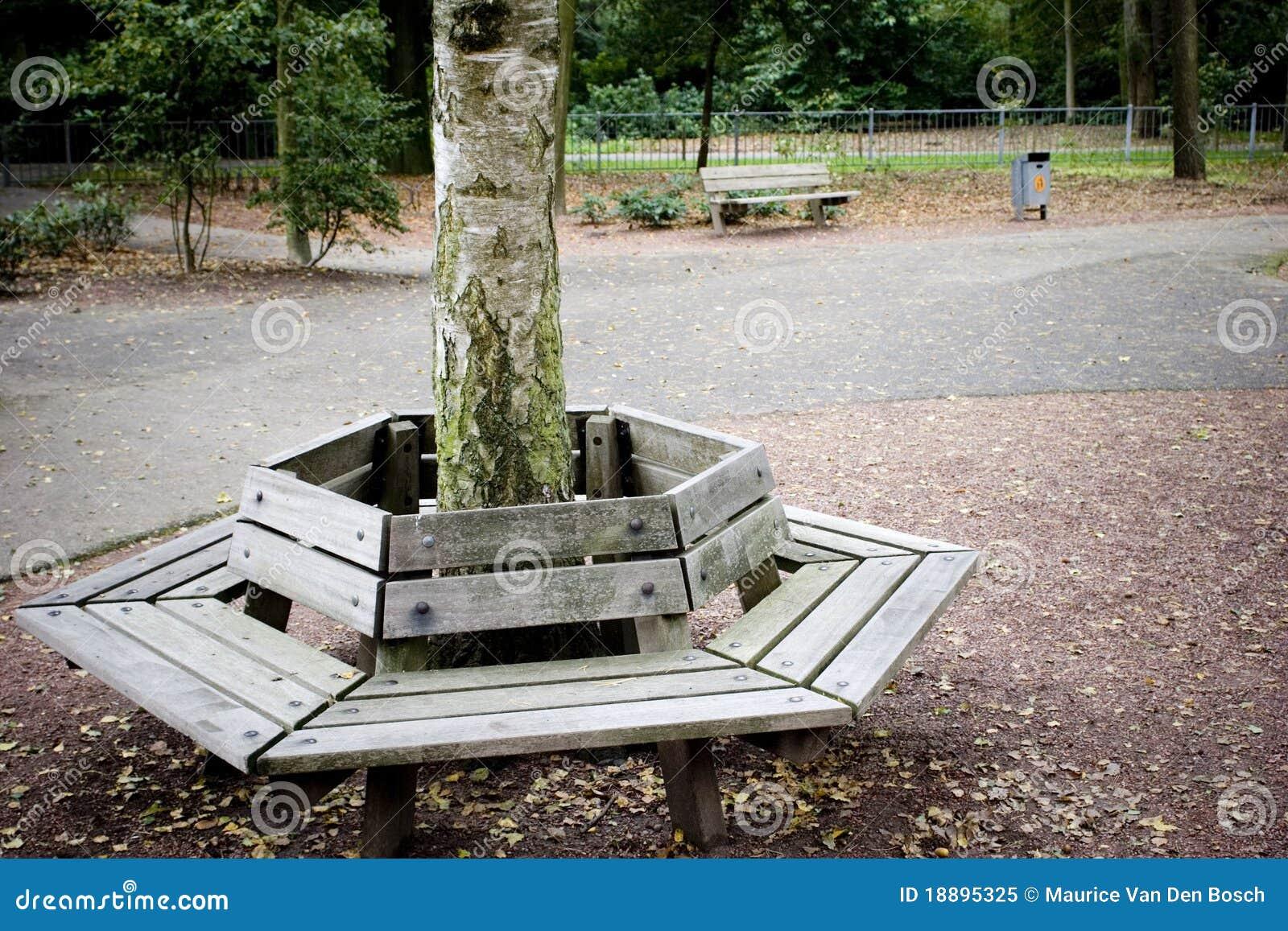 Bank rond boom royalty vrije stock foto afbeelding 18895325 for Gartengestaltung um einen baum