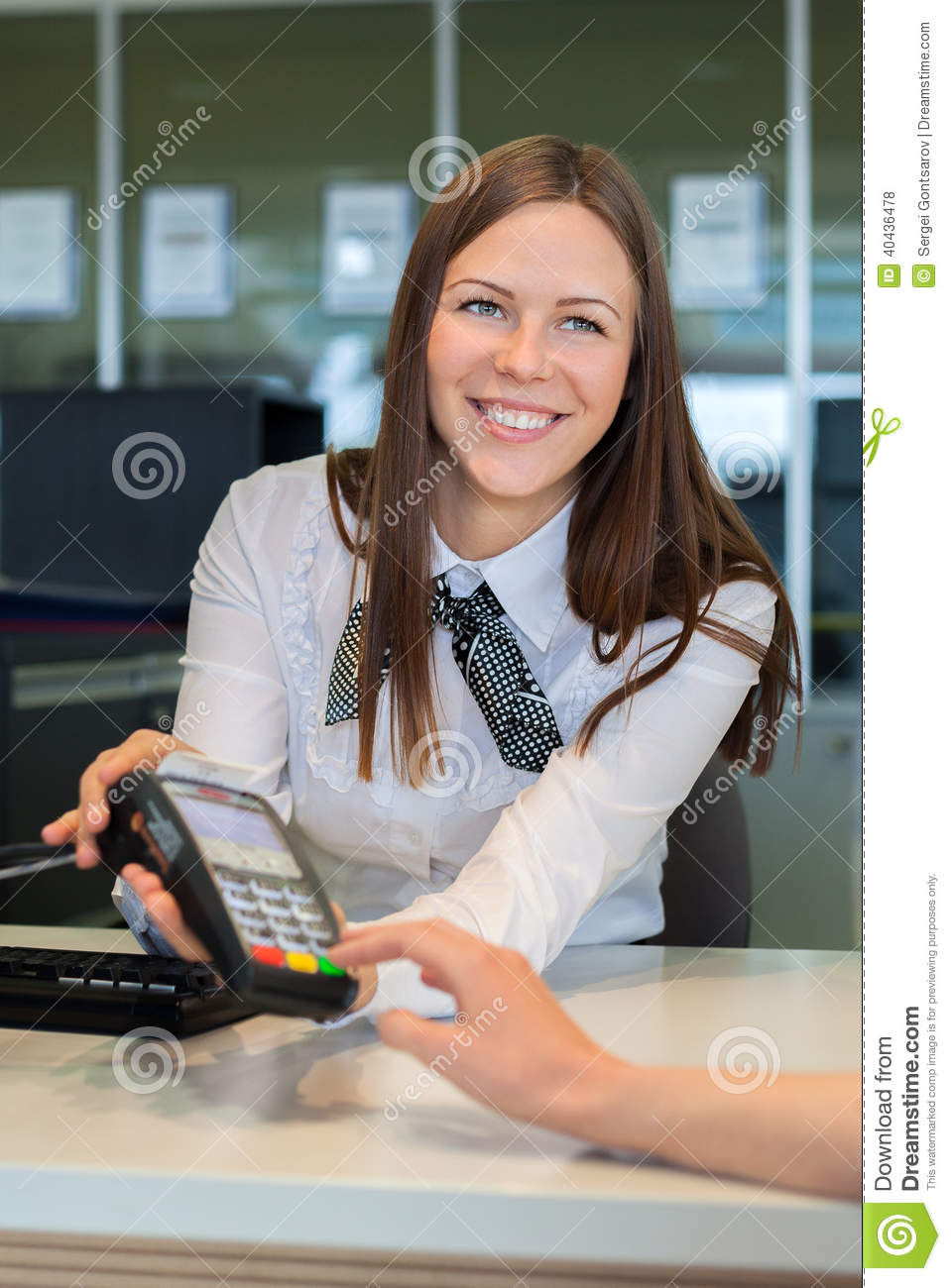 Bank worker offer to pay by credit card
