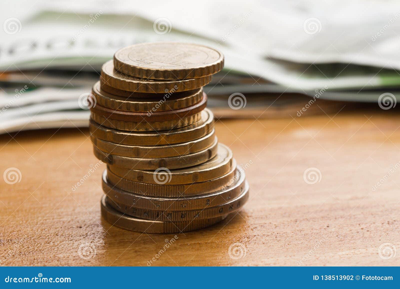 Banka euro pięć ostrości sto pieniądze nutowa arkana euro monety i gotówka Euro pieniędzy banknoty