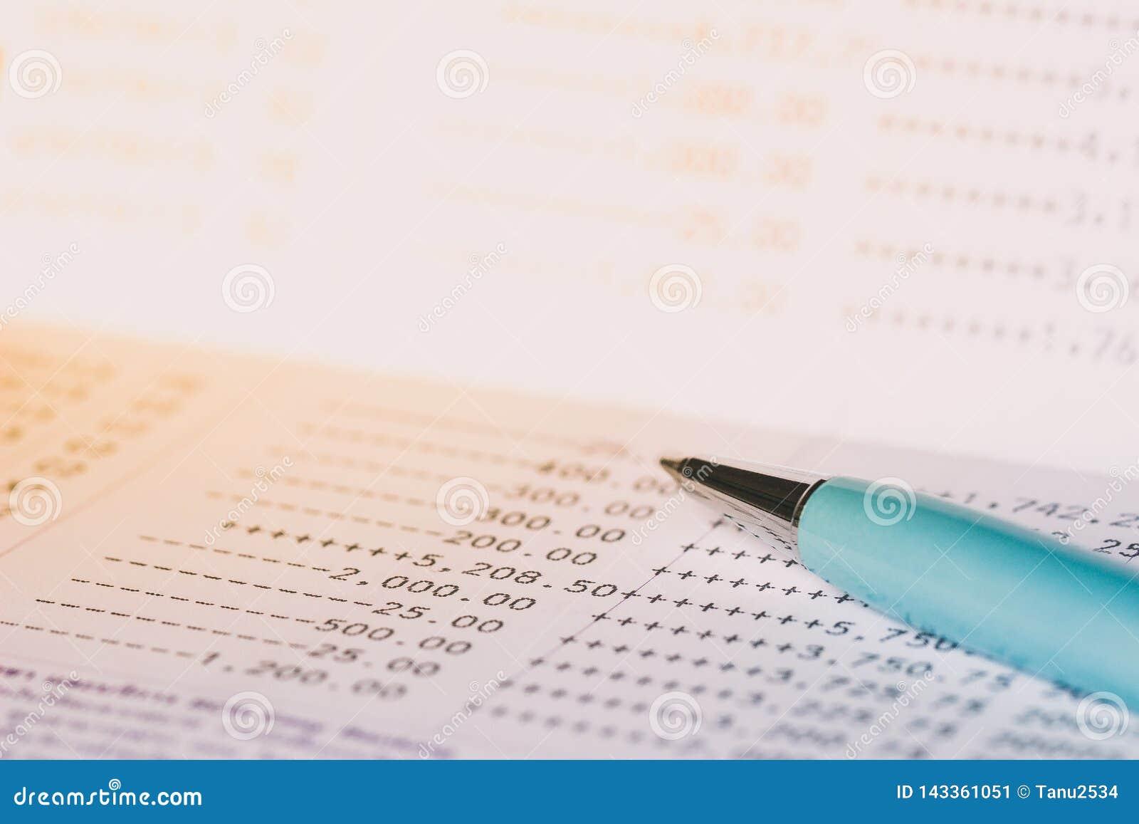 Bankbankbok och penna
