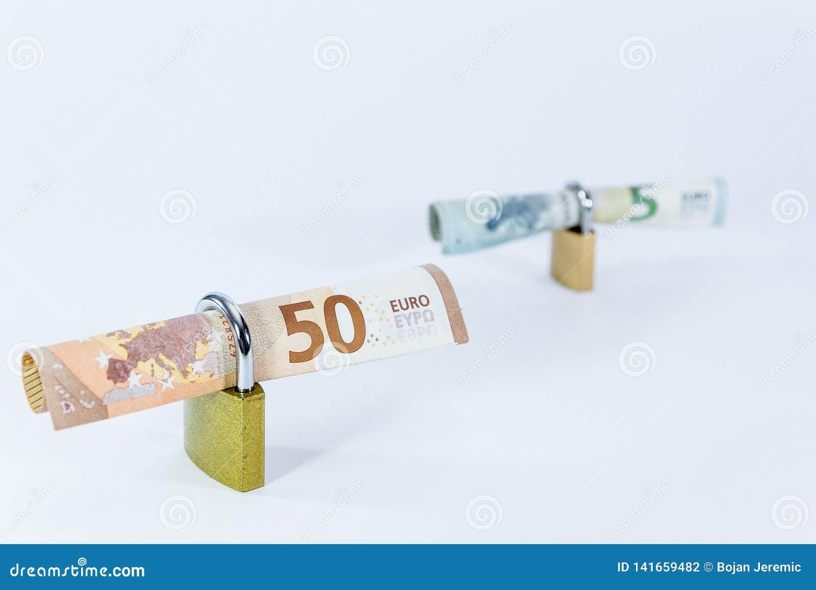 Bankbiljetten van de geld de Euro waarde met hangslot, Europese Unie betalingssysteem