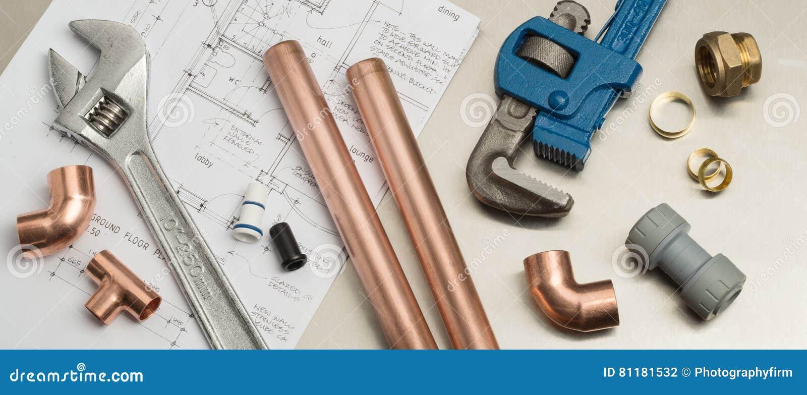 Bannière d outils de plombiers et de matériaux de tuyauterie sur des plans de Chambre