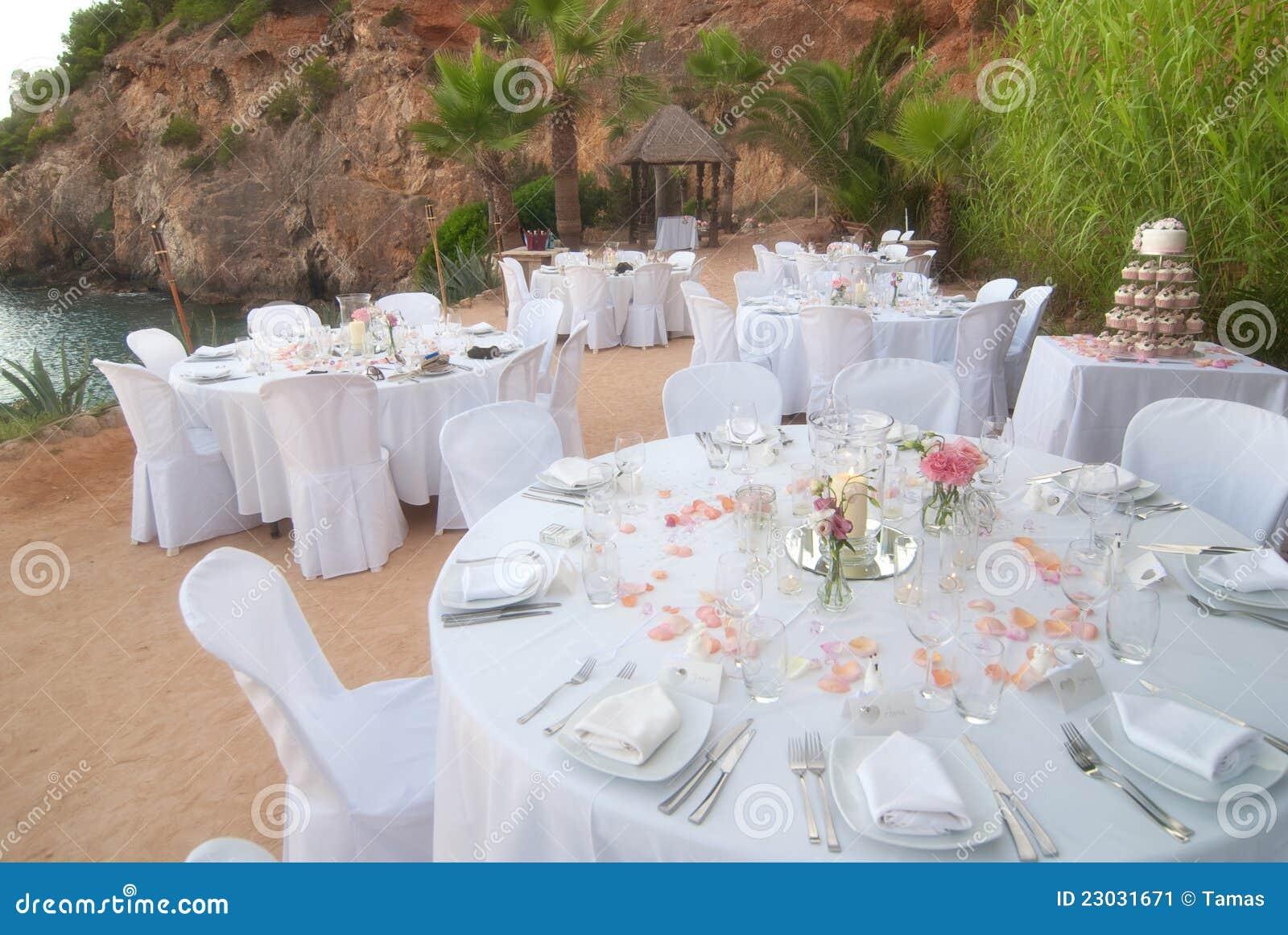 banquet de mariage de bord de la mer image stock image 23031671. Black Bedroom Furniture Sets. Home Design Ideas