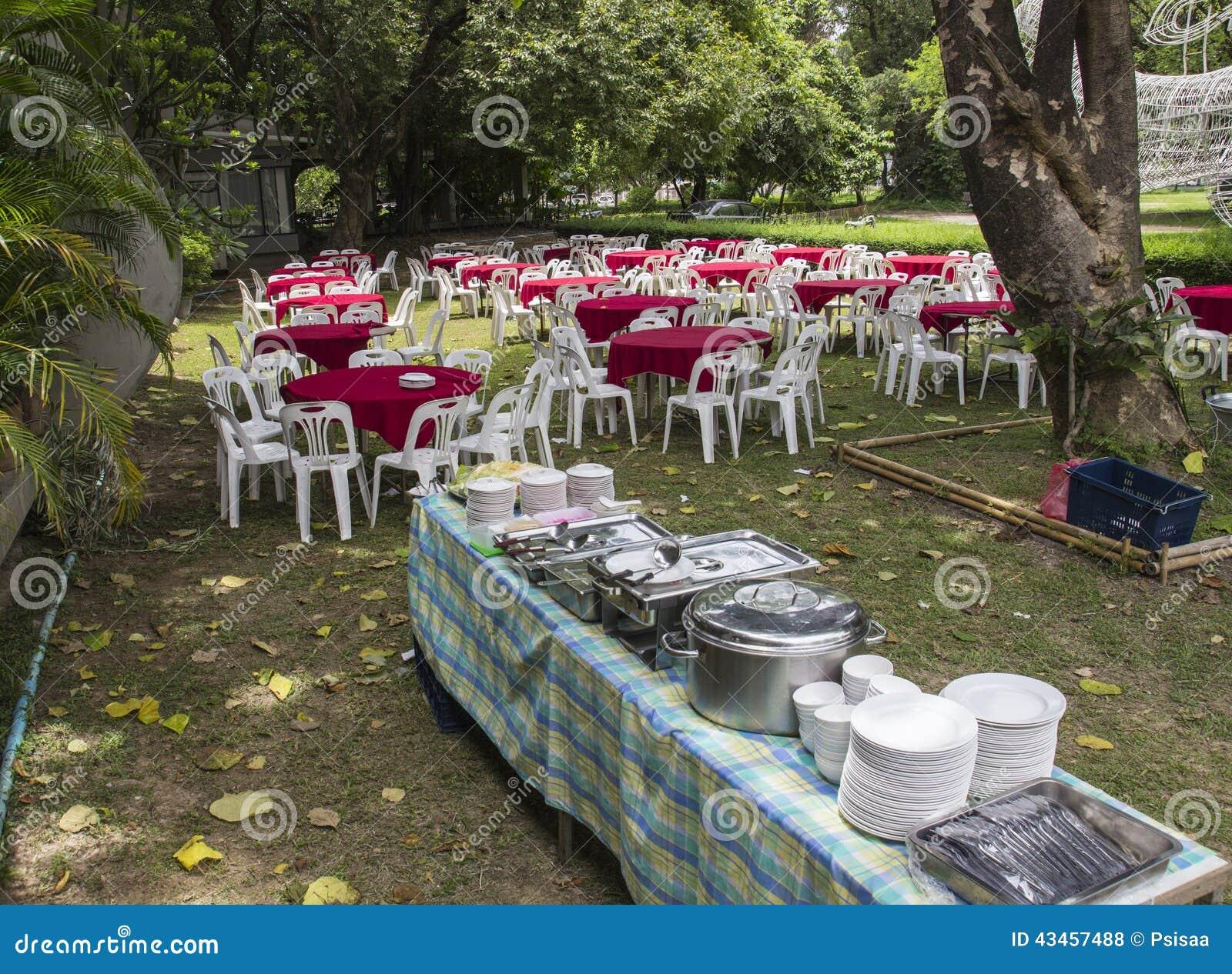 banquet extérieur de buffet photo stock - image du affaires