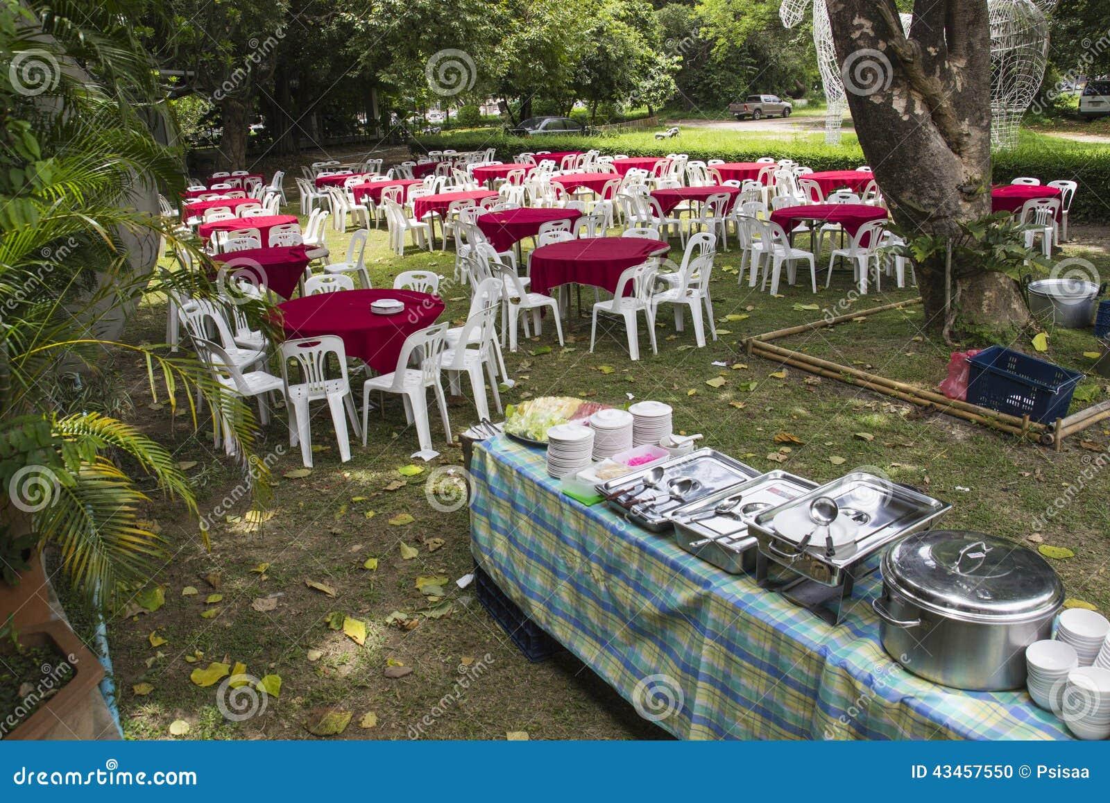 banquet extérieur de buffet photo stock - image du secouez