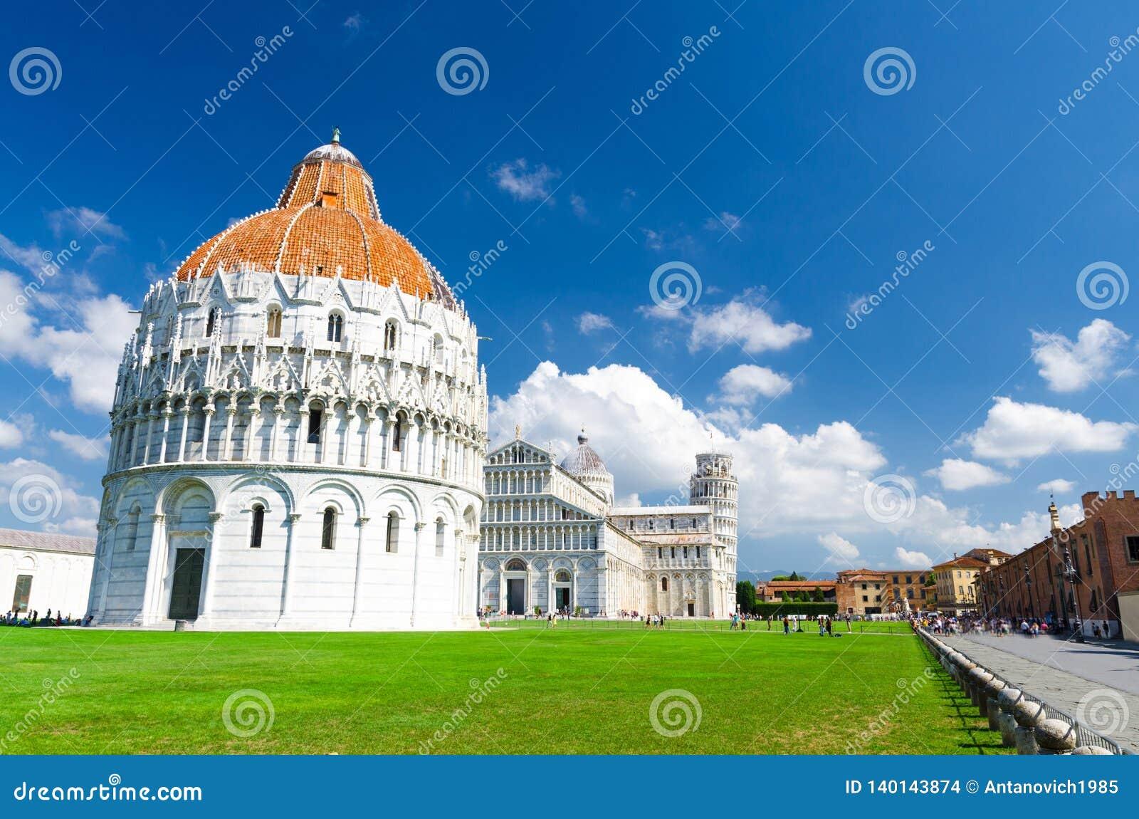 Baptistery Battistero de Pisa, domo Cattedrale da catedral de Pisa e torre inclinada Torre no quadrado de Praça del Miracoli