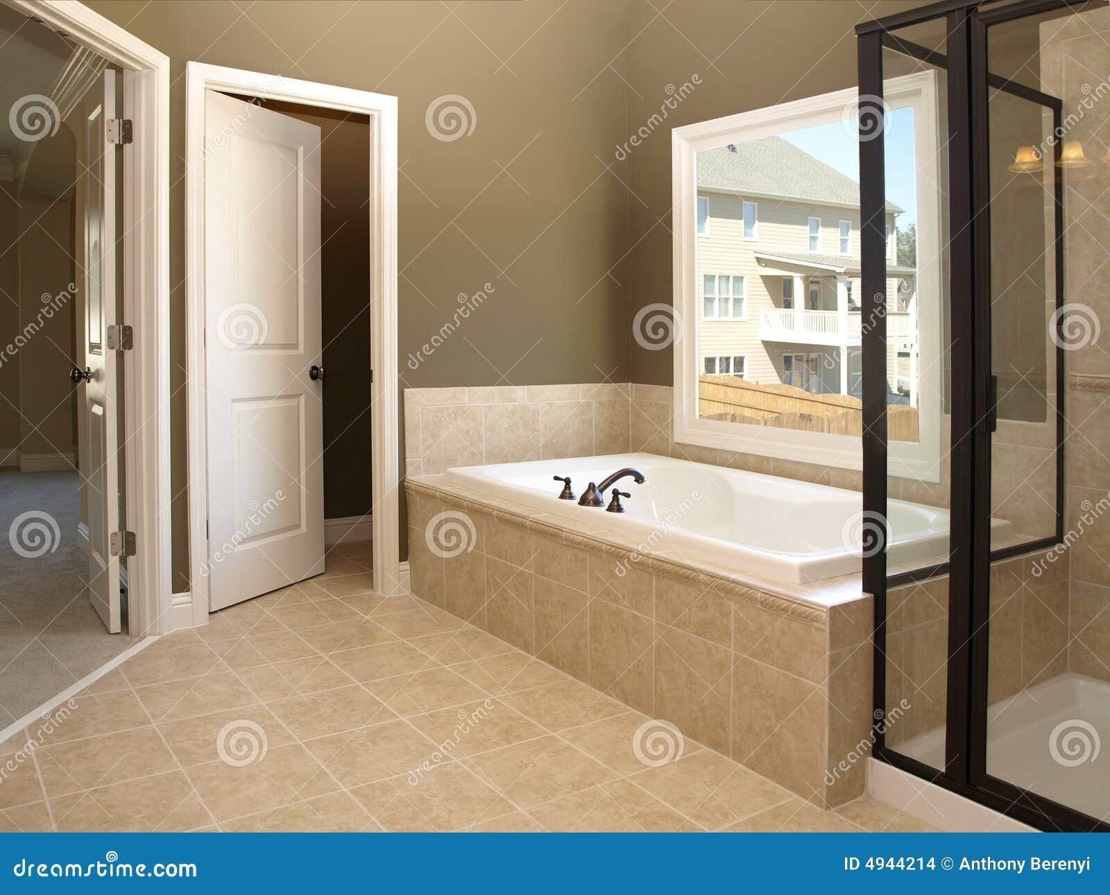 baquet et hublot de luxe 2 de salle de bains photo stock. Black Bedroom Furniture Sets. Home Design Ideas