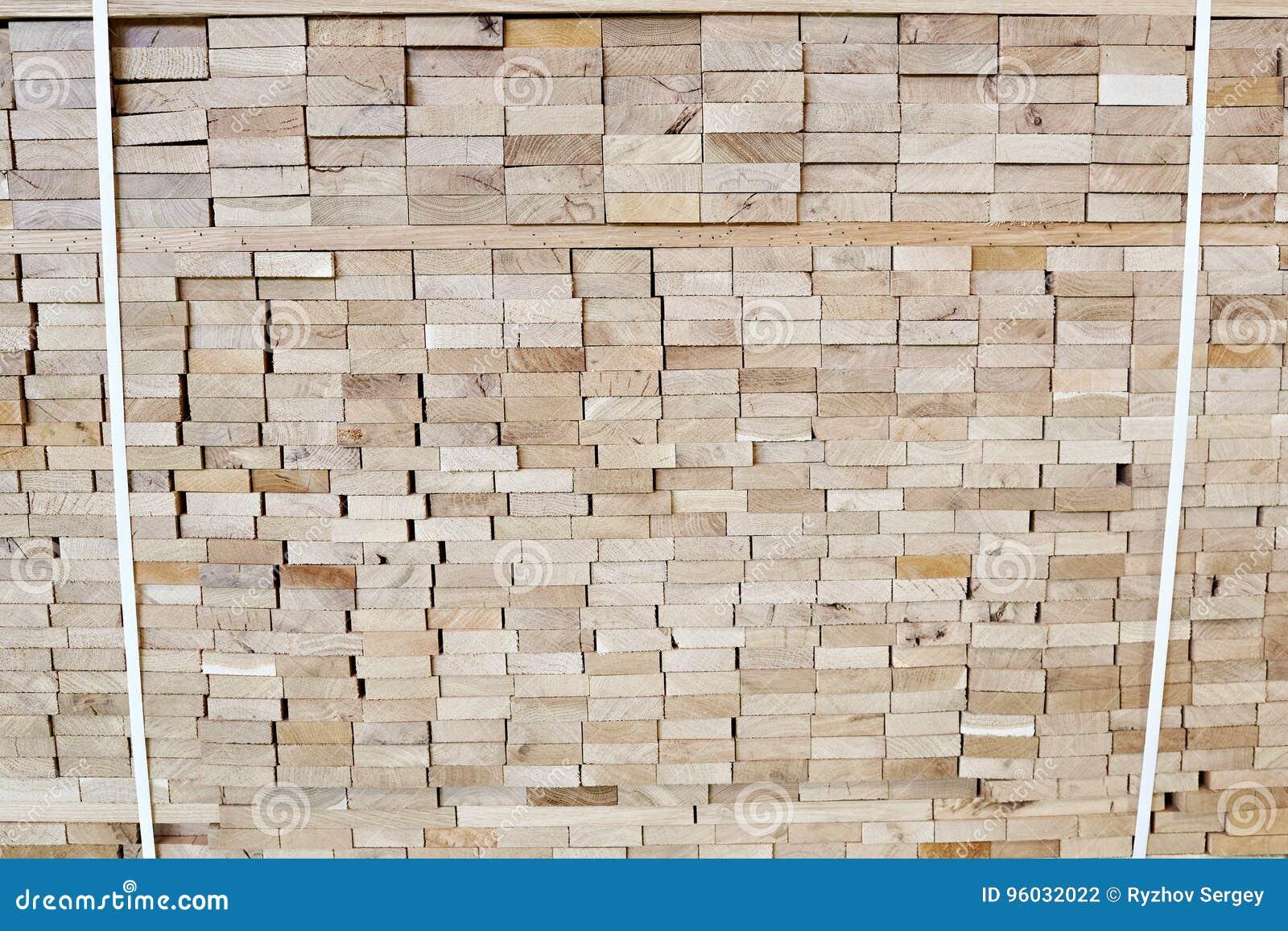 Barłóg z drewnianymi deskami