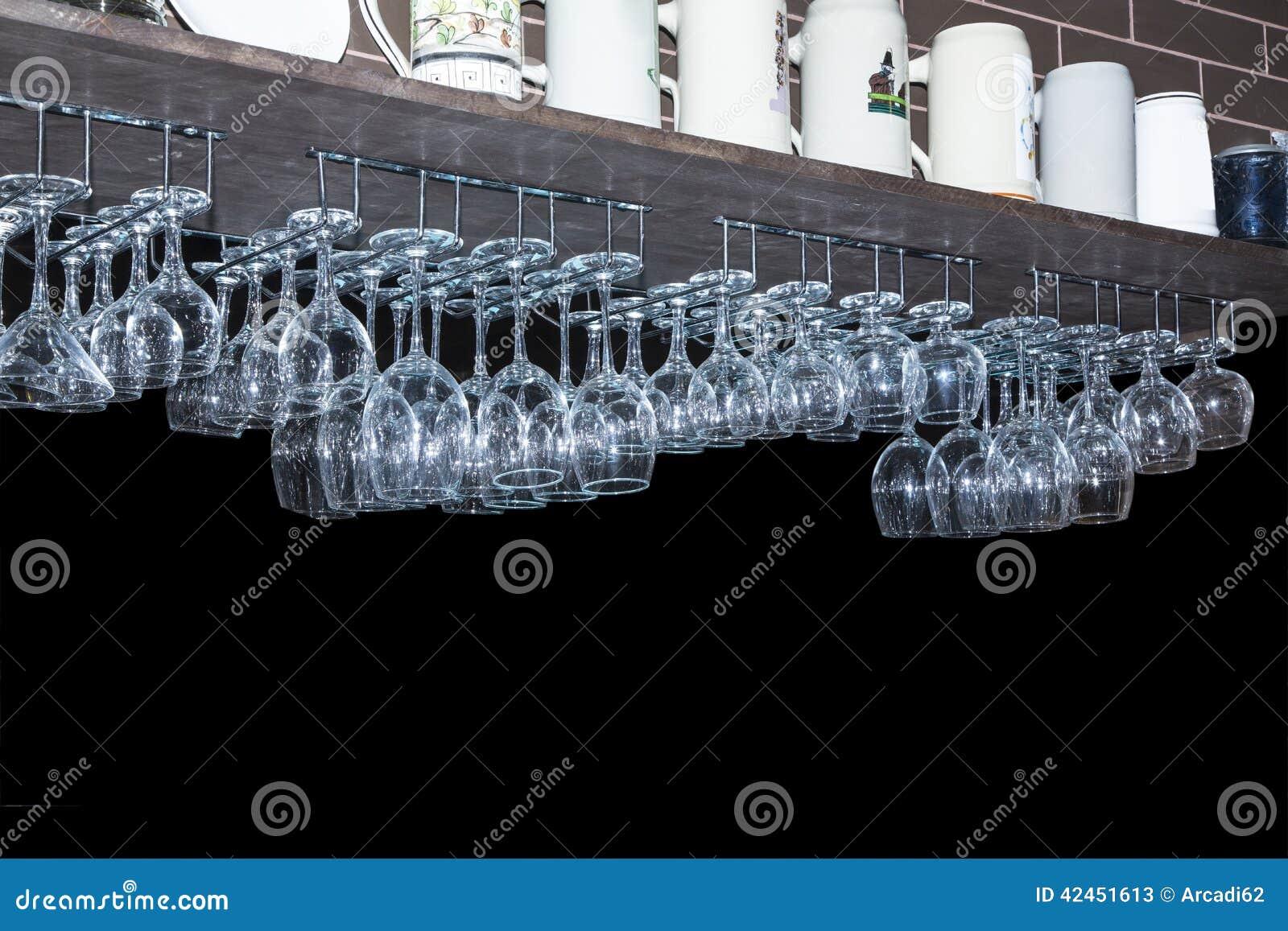 ... des ustensiles, des verres propres pour le vin, leau-de-vie fine et